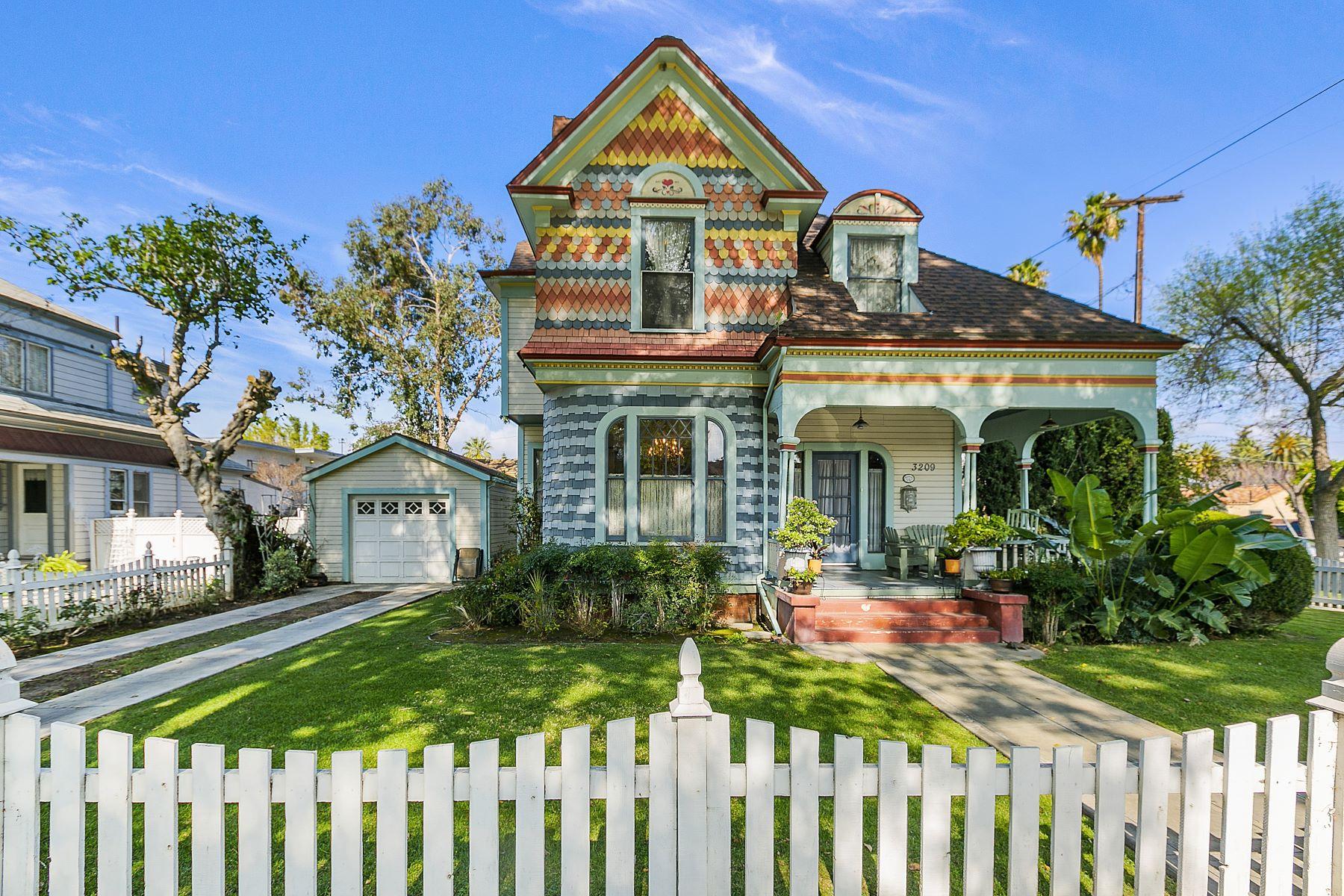 Single Family Homes para Venda às Riverside, Califórnia 92501 Estados Unidos
