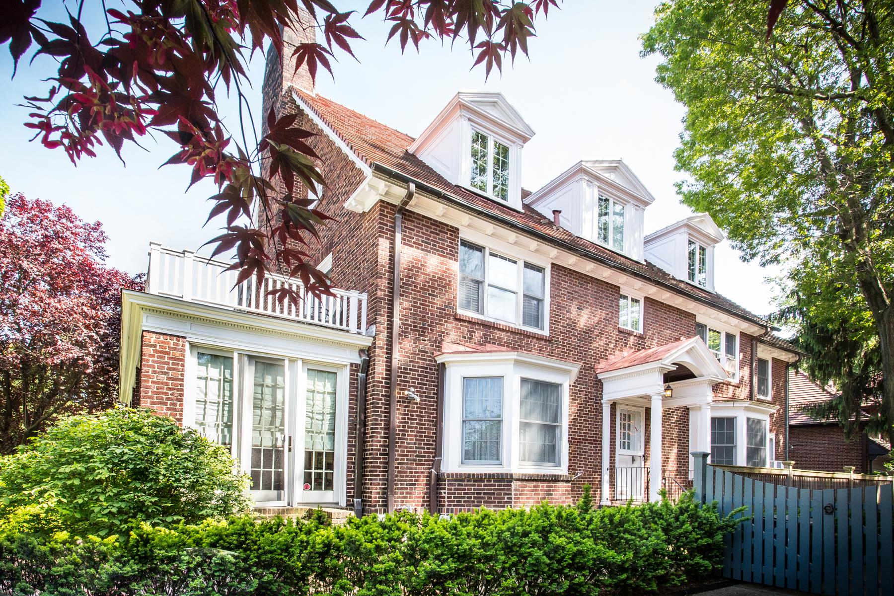 """Single Family Homes för Försäljning vid """"CLASSIC COUNTRY COLONIAL"""" 154 Slocum Crescent, Forest Hills Gardens,, Queens, New York 11375 Förenta staterna"""