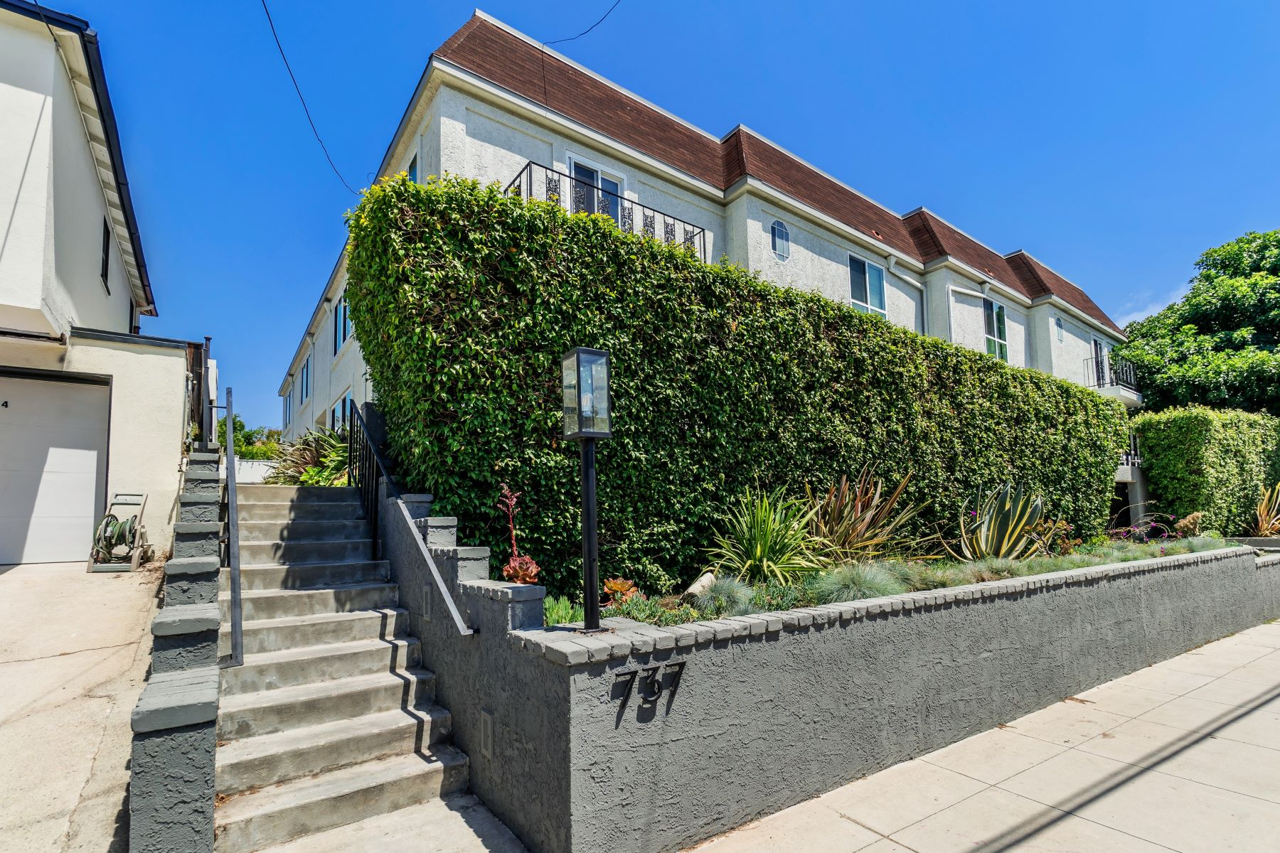 townhouses for Sale at 737 Pier Avenue #2 737 Pier Avenue, Unit 2 Santa Monica, California 90405 United States