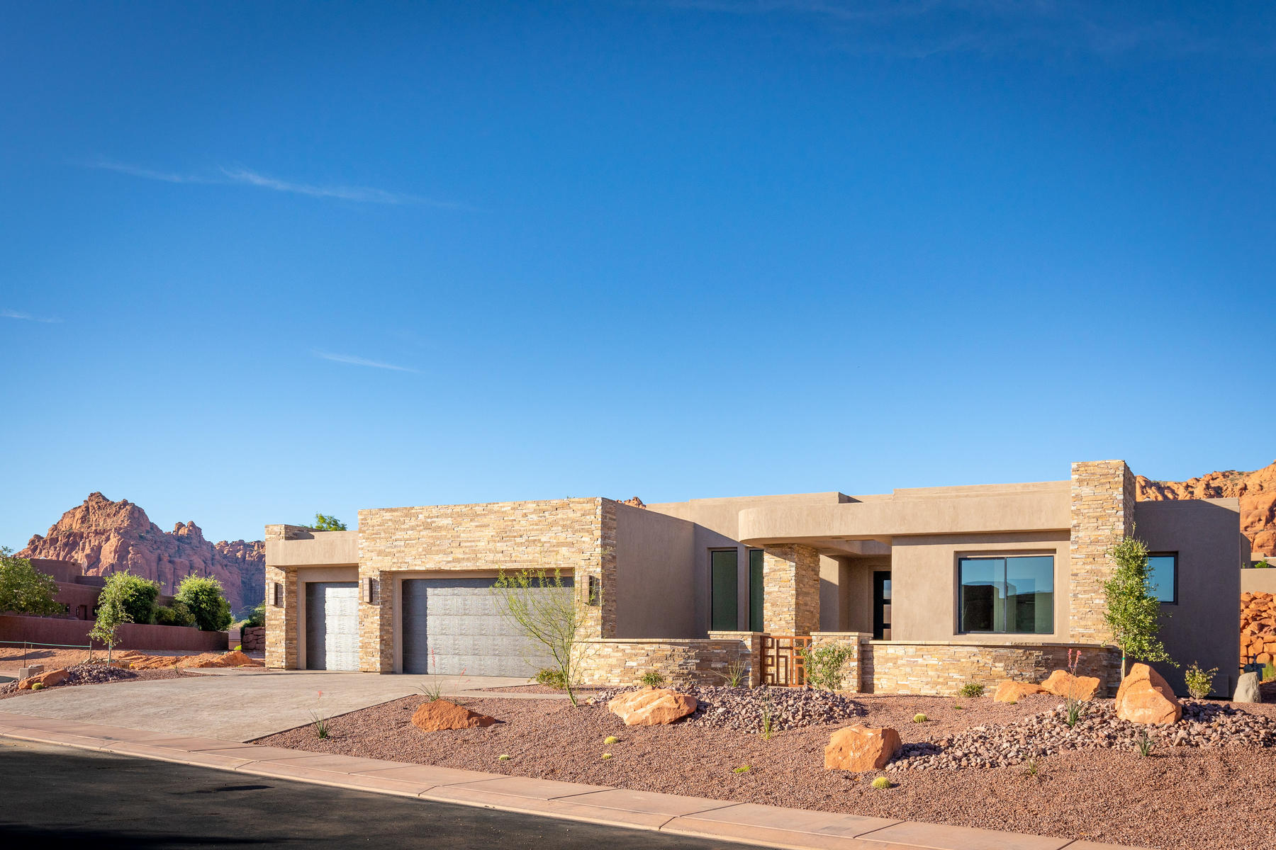 Single Family Homes for Active at The Cliffs Of Snow Canyon, Gorgeous, Bright Home 3052 S Snow Canyon Parkway 157 St. George, Utah 84770 United States