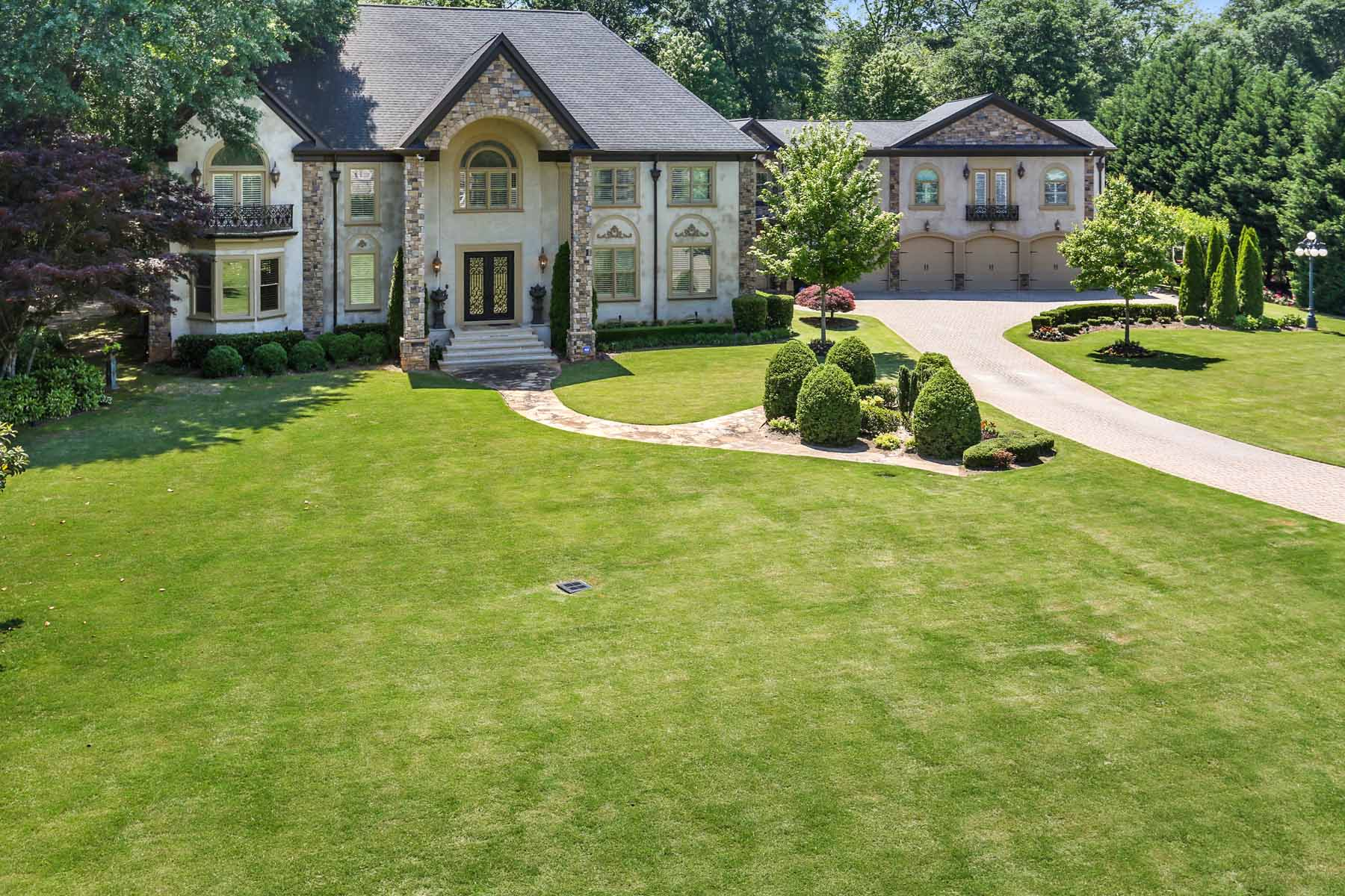 Villa per Vendita alle ore Extraordinary Sprawling Estate on Chattahoochee River 5315 Chelsen Wood Drive Johns Creek, Georgia 30097 Stati Uniti