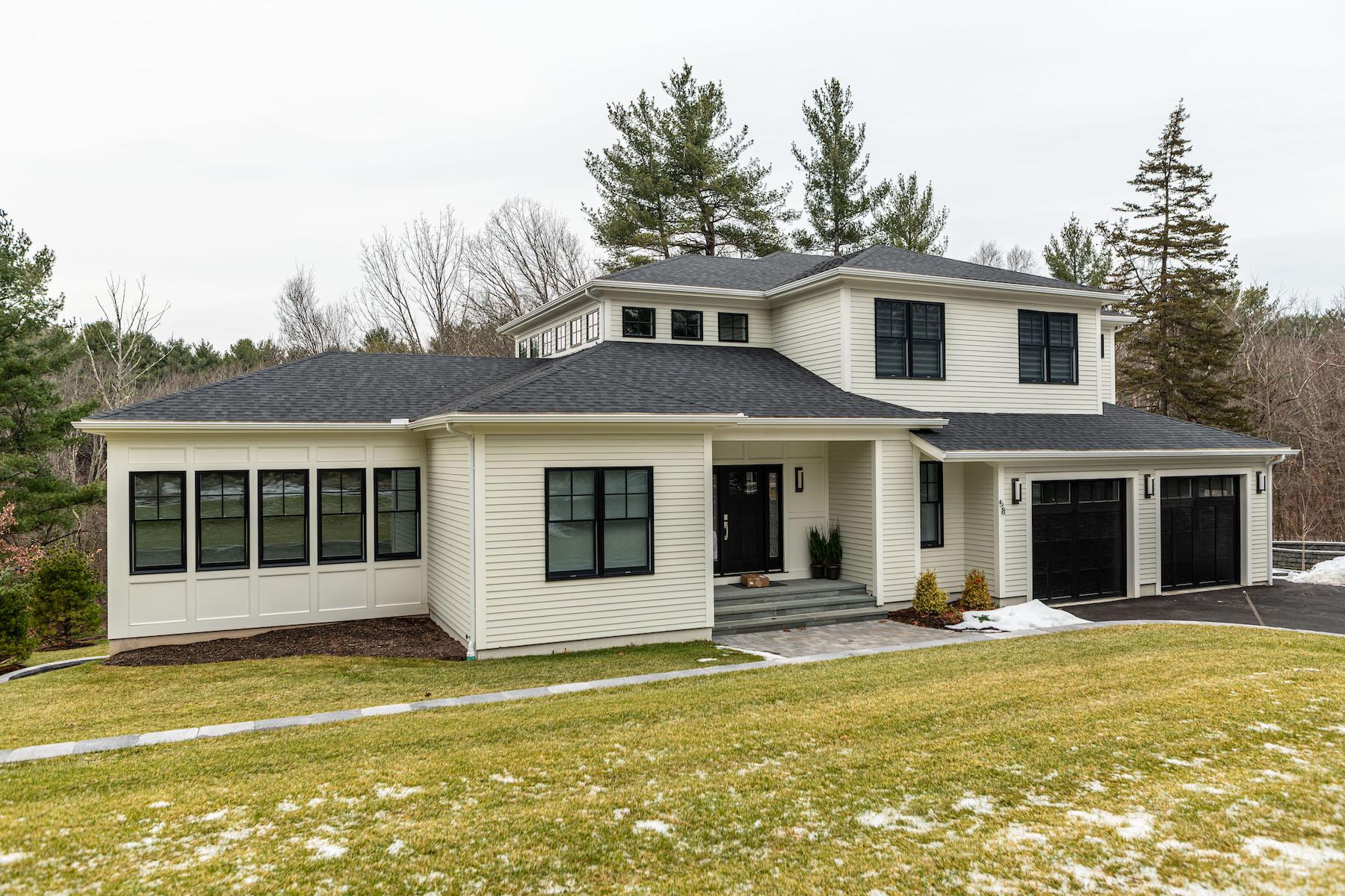 Single Family Homes pour l Vente à 58 Rice Road Wayland, Massachusetts 01778 États-Unis
