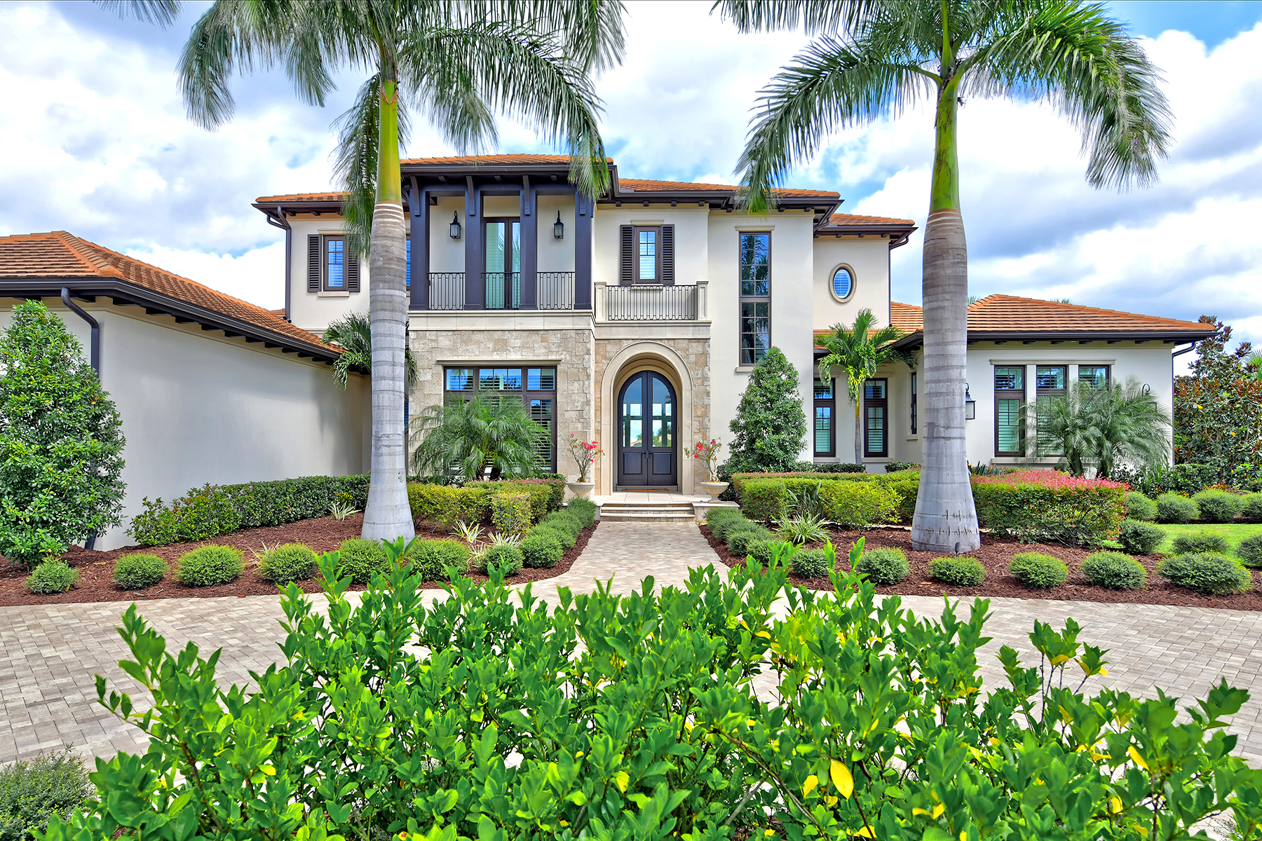 Single Family Homes for Sale at THE LAKE CLUB 16207 Clearlake Ave Lakewood Ranch, Florida 34202 United States