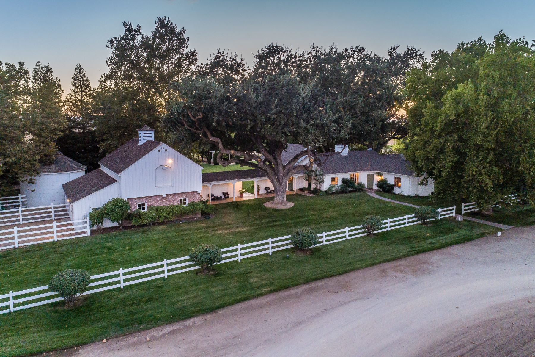 Single Family Homes por un Venta en Highly Rated Paso Robles Cabernet Sauvignon Vines 4385 La Panza Road Creston, California 93432 Estados Unidos