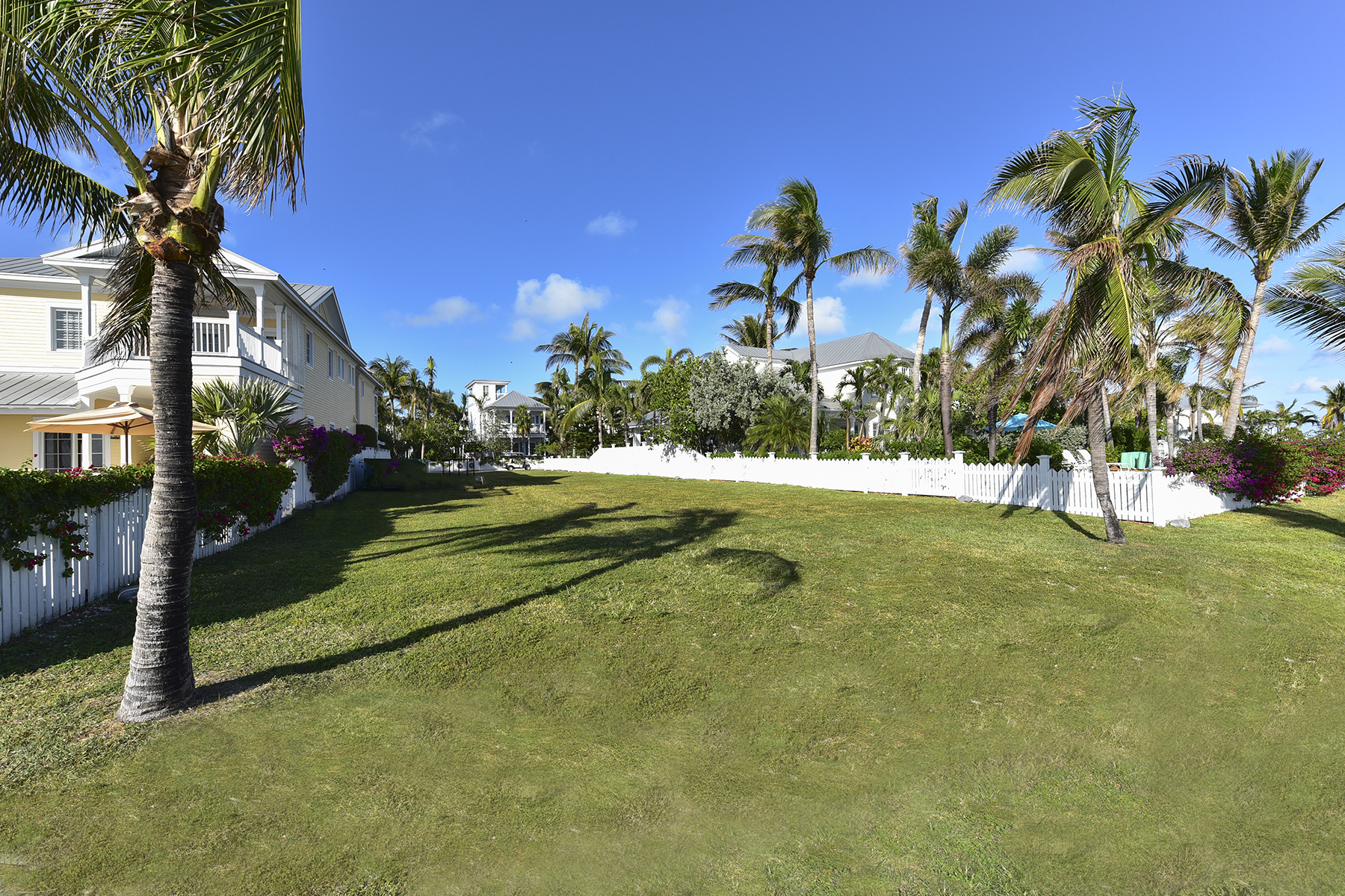 Terreno por un Venta en Oceanfront Lot Ready to Build Your Dream Home 24 Sunset Key Drive Key West, Florida 33040 Estados Unidos