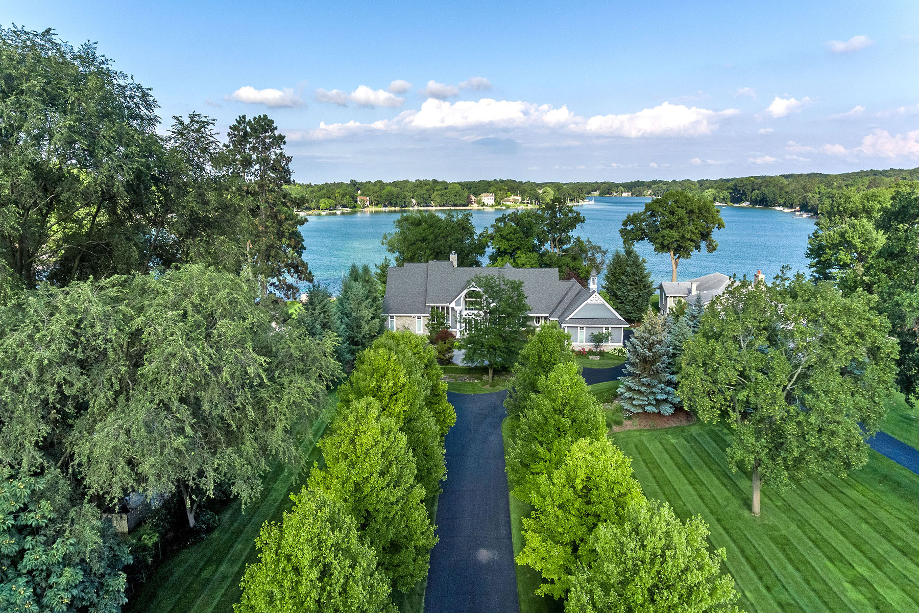 Single Family Homes pour l Vente à West Bloomfield Township 2943 Warner Drive West Bloomfield, Michigan 48324 États-Unis
