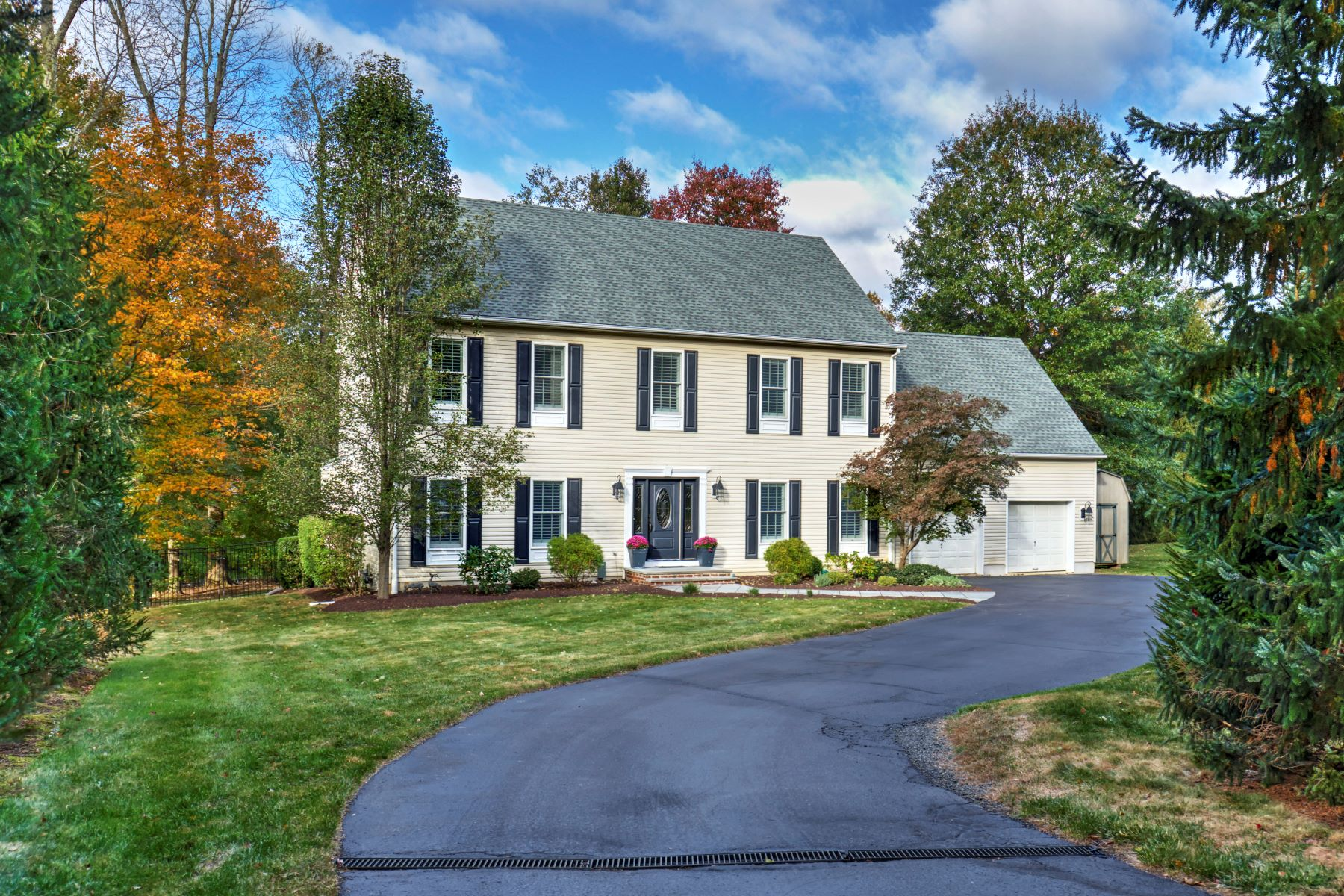 Single Family Homes for Sale at Beautiful Colonial 98 Washington Avenue Basking Ridge, New Jersey 07920 United States