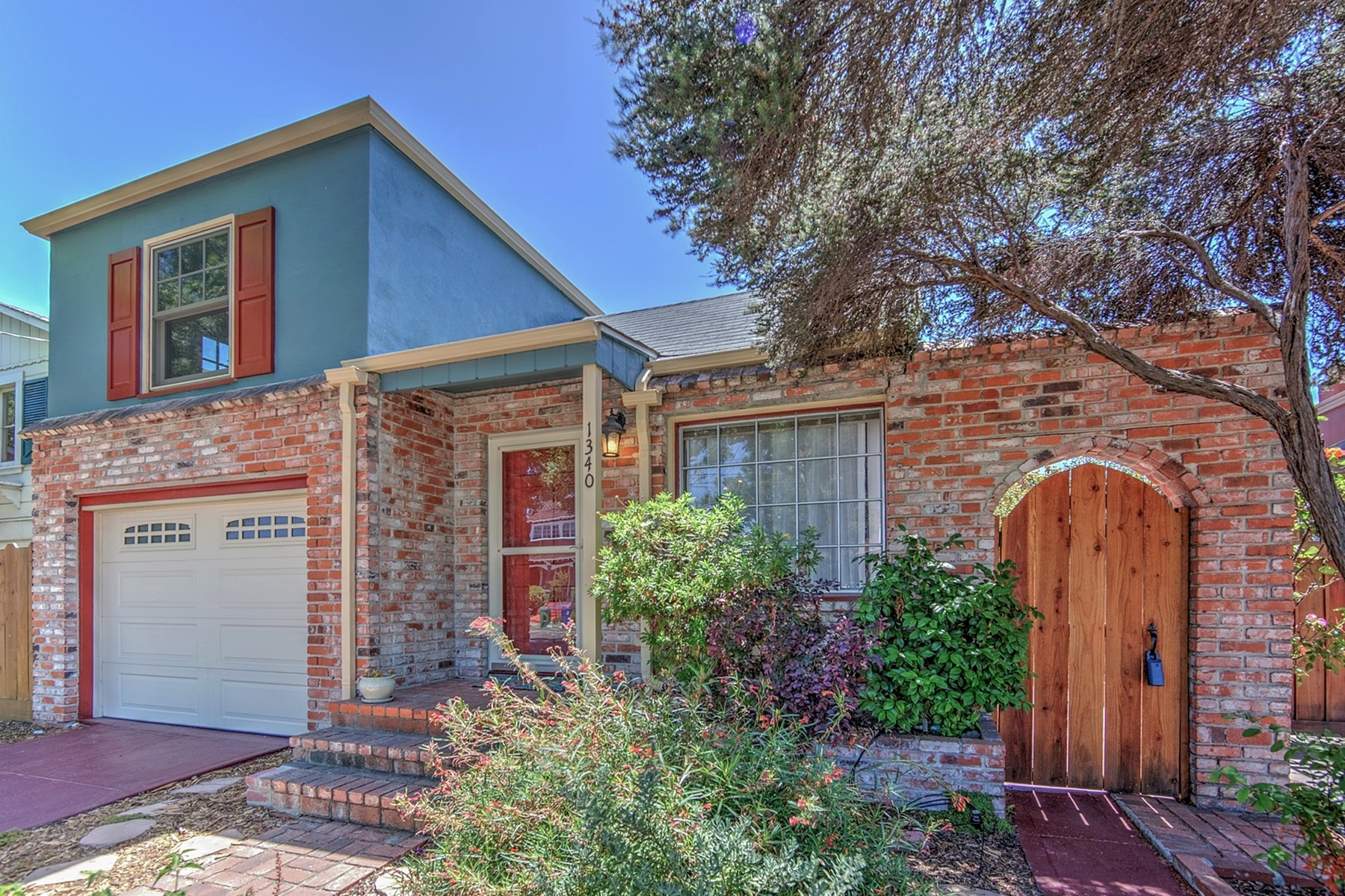 Single Family Home for Sale at Charming East End Mid Century Home 1340 Fernside Boulevard Alameda, California 94501 United States