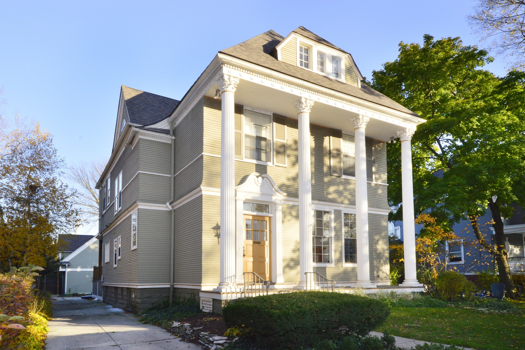 独户住宅 为 销售 在 Gorgeous Italianate home on coveted, tree lined street! 1037 Michigan Avenue, 埃文斯顿, 伊利诺斯州, 60202 美国