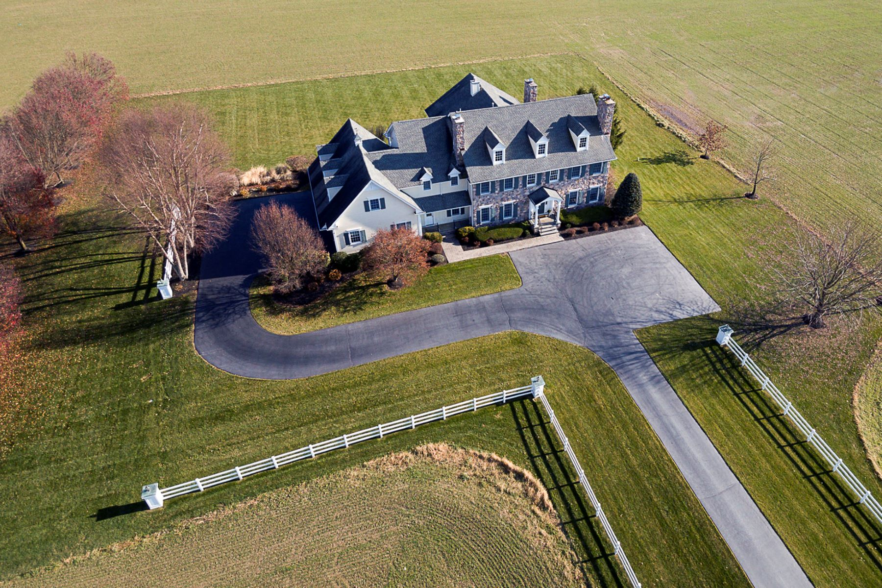 Maison unifamiliale pour l Vente à All The Pleasures Of Refined Country Living 81 Petty Road Cranbury, New Jersey 08512 États-UnisDans/Autour: Cranbury Township