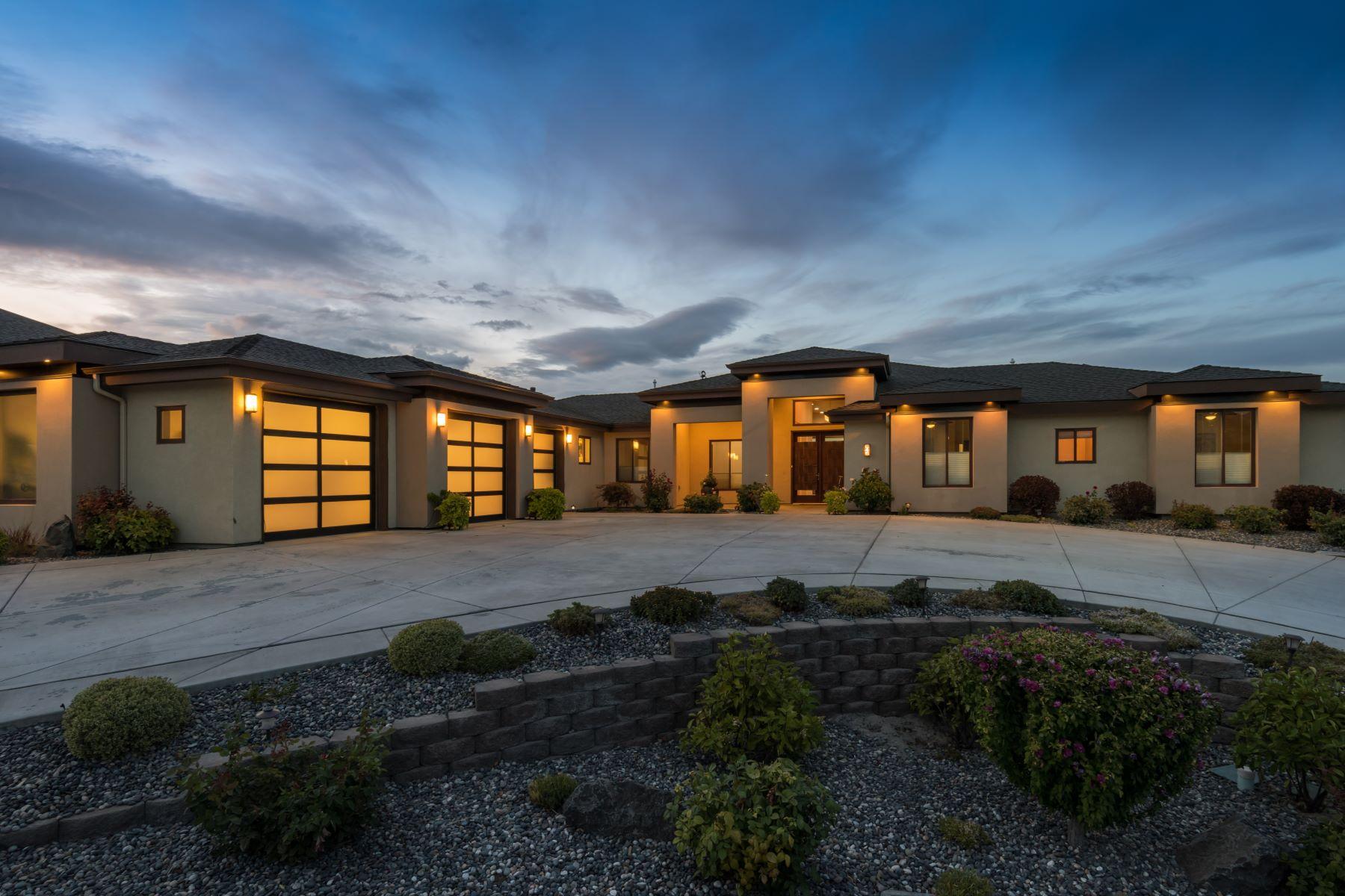 Single Family Homes for Sale at Elegant, Contemporary, Custom-Built Estate 646 Summit Street Richland, Washington 99352 United States