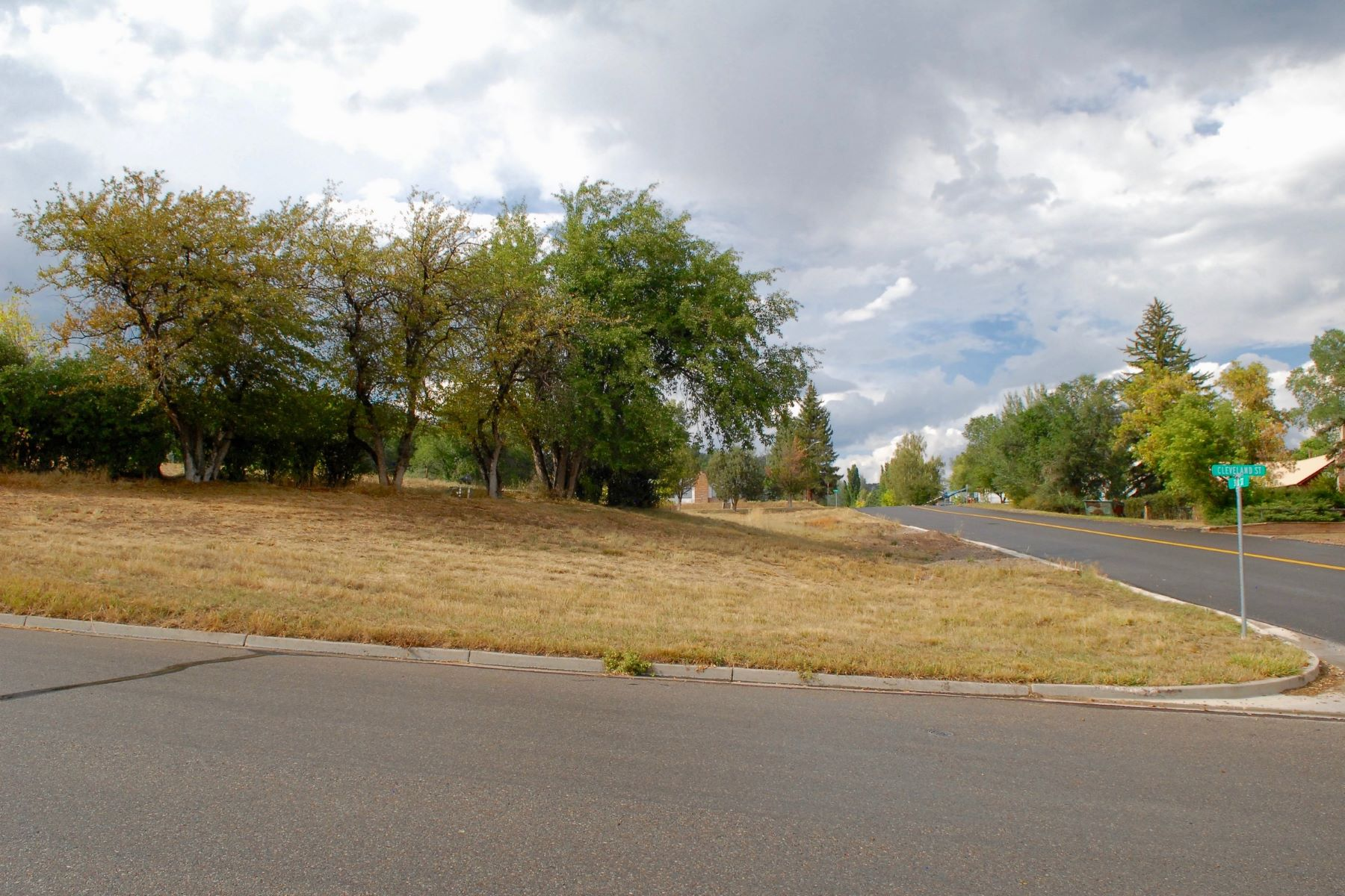 Additional photo for property listing at Full Town Lot in Meeker 345 Cleveland Street Meeker, Colorado 81641 United States