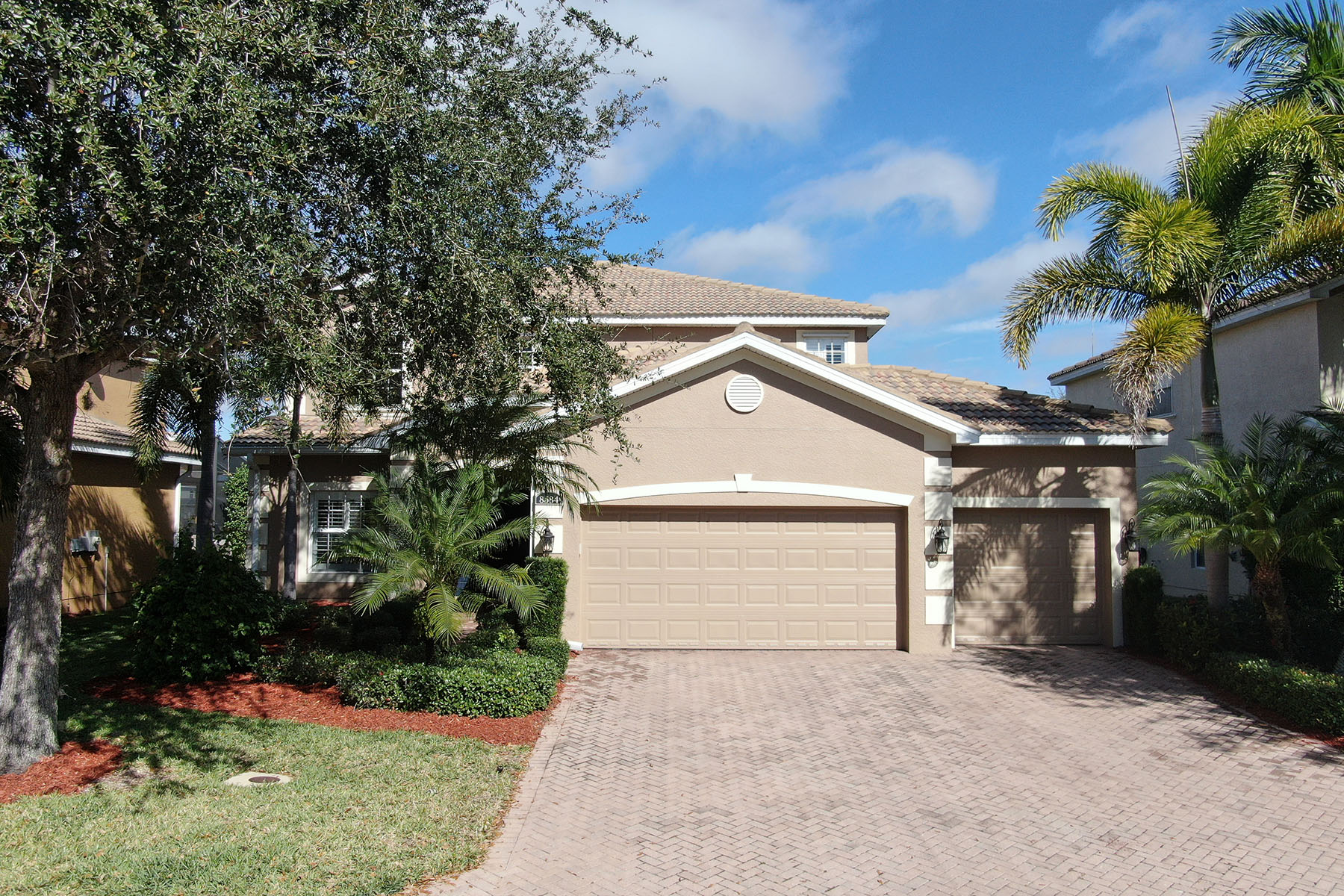Single Family Homes for Sale at 8584 Colony Trace Dr, Fort Myers, Florida 33908 United States