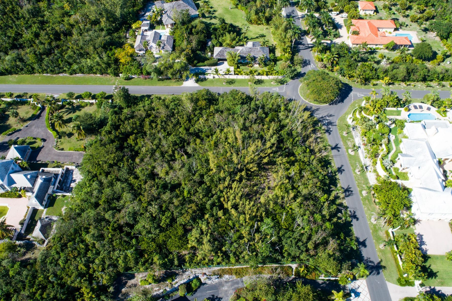 Additional photo for property listing at Bougainvillea Drive West B44 L9 Lyford Cay, Nassau And Paradise Island Bahamas