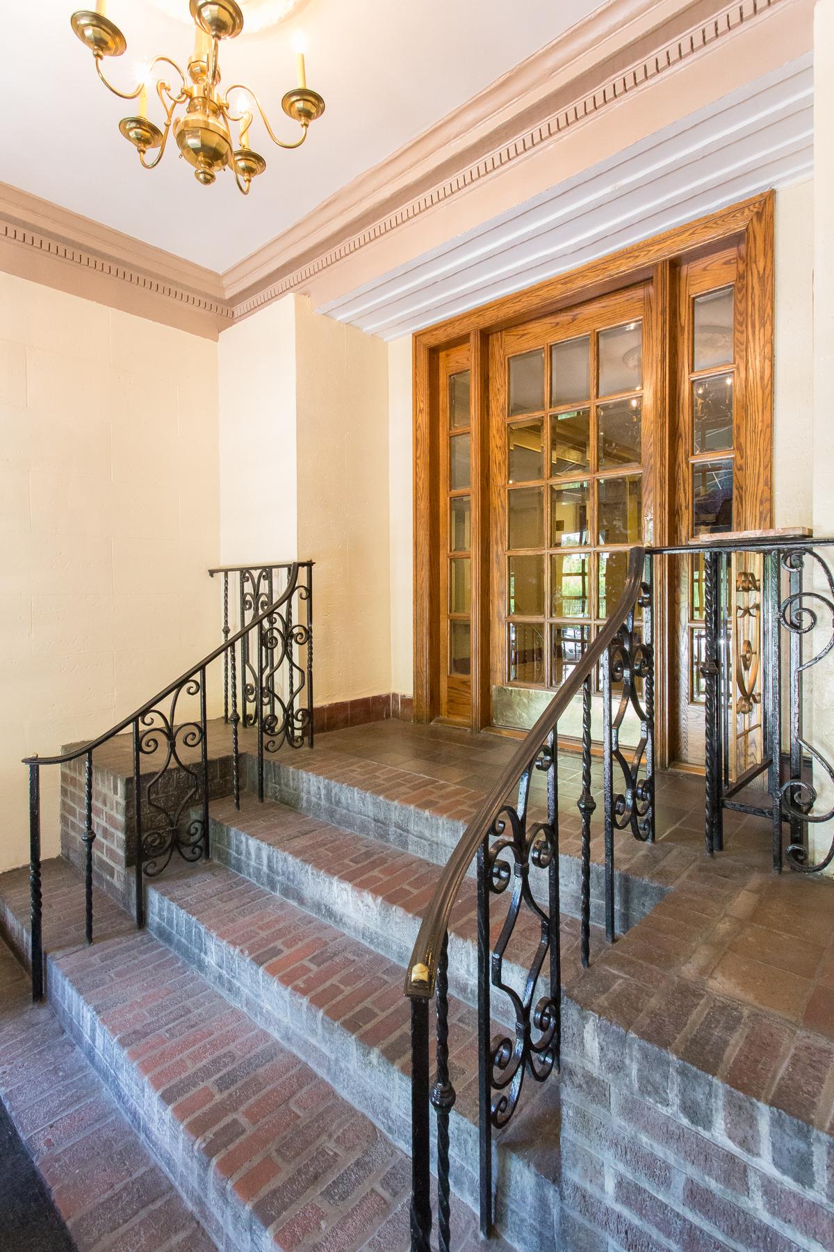 "Additional photo for property listing at ""MANHATTAN STYLE LOFT WITH SUNSET VIEWS"" 6 Burns Street, Forest Hills Gardens Forest Hills, Nueva York 11375 Estados Unidos"