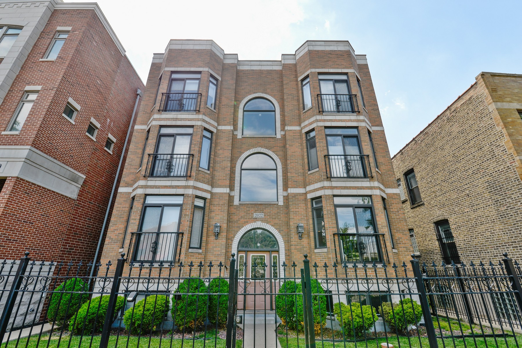 Dúplex por un Venta en Spacious Bucktown Duplex 2022 N Wood Street Unit 1N Logan Square, Chicago, Illinois, 60614 Estados Unidos