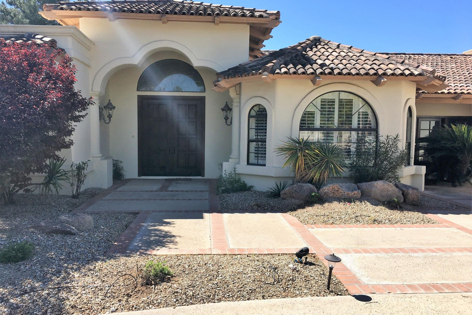 Single Family Home for Sale at Beautiful home in the highly desired Paradise Farms neighborhood 7253 E Royal Palm Rd Scottsdale, Arizona, 85258 United States