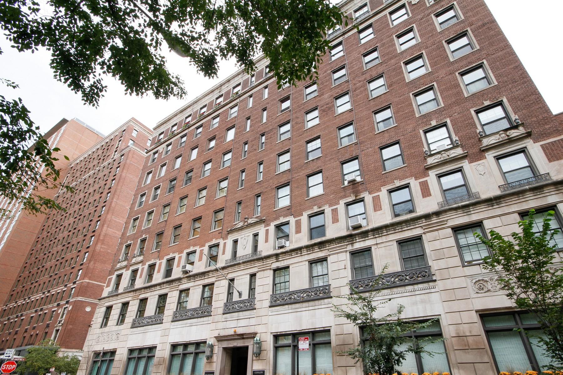 Casa para uma família para Venda às Wonderful Gold Coast Penthouse 1255 N State Parkway Unit 9D Chicago, Illinois, 60610 Estados Unidos