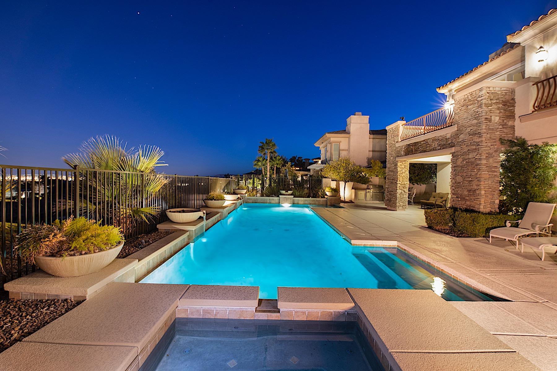 Single Family Homes 为 销售 在 2906 Red Arrow Drive 拉斯维加斯, 内华达州 89135 美国