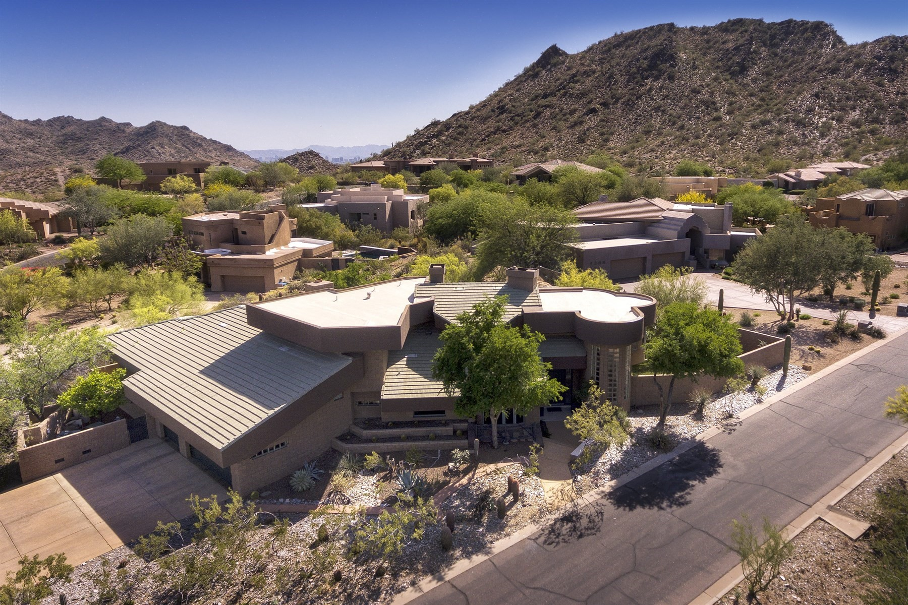 Single Family Home for Sale at Spectacular gated custom home with gorgeous views 9406 N 24th Way Phoenix, Arizona, 85028 United States