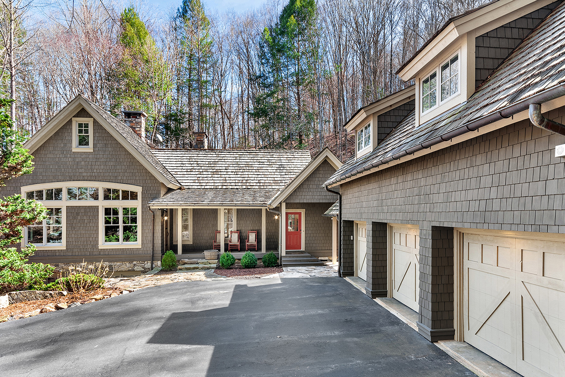 Single Family Homes for Active at WHITTIER 2323 Barkers Creek Rd Whittier, North Carolina 28789 United States