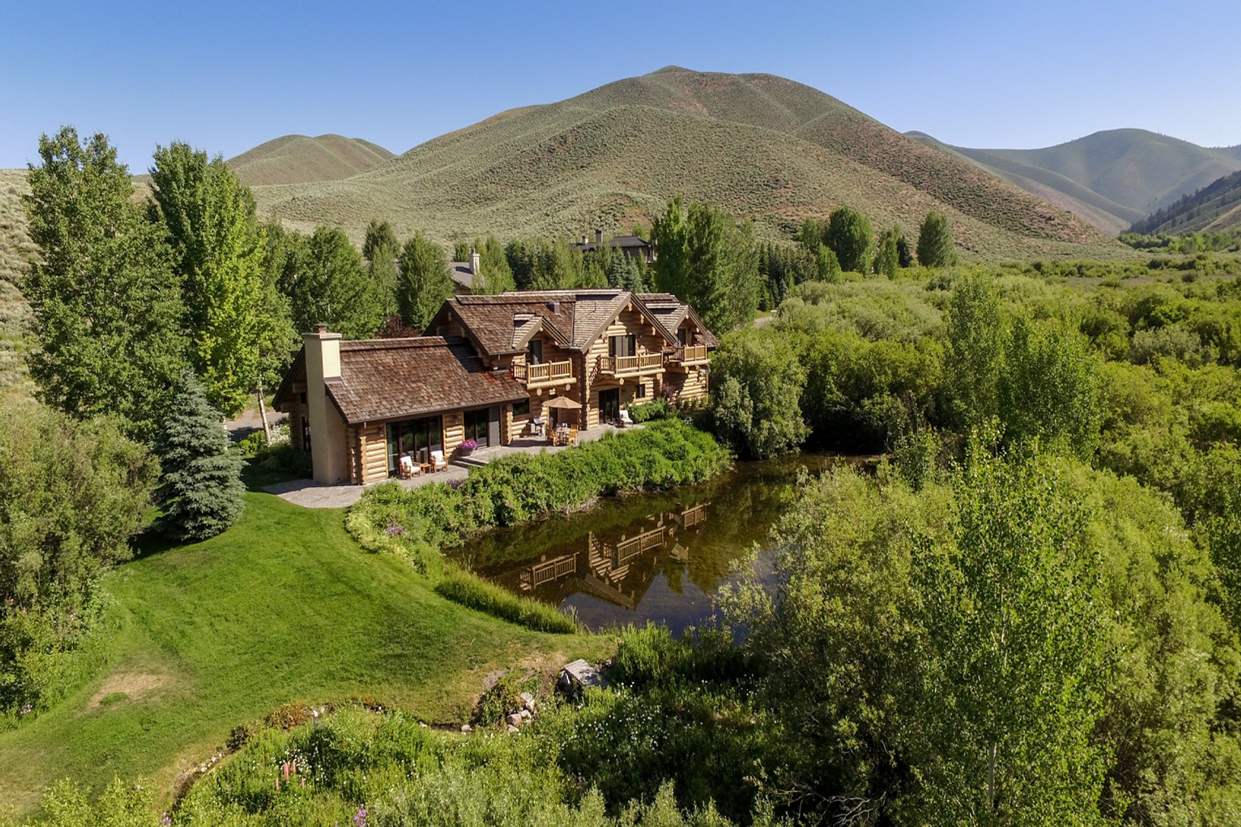 Casa Unifamiliar por un Venta en Waterfront Lodge-Style Sun Valley Home 104 Silver Queen Dr Elkhorn, Sun Valley, Idaho, 83353 Estados Unidos