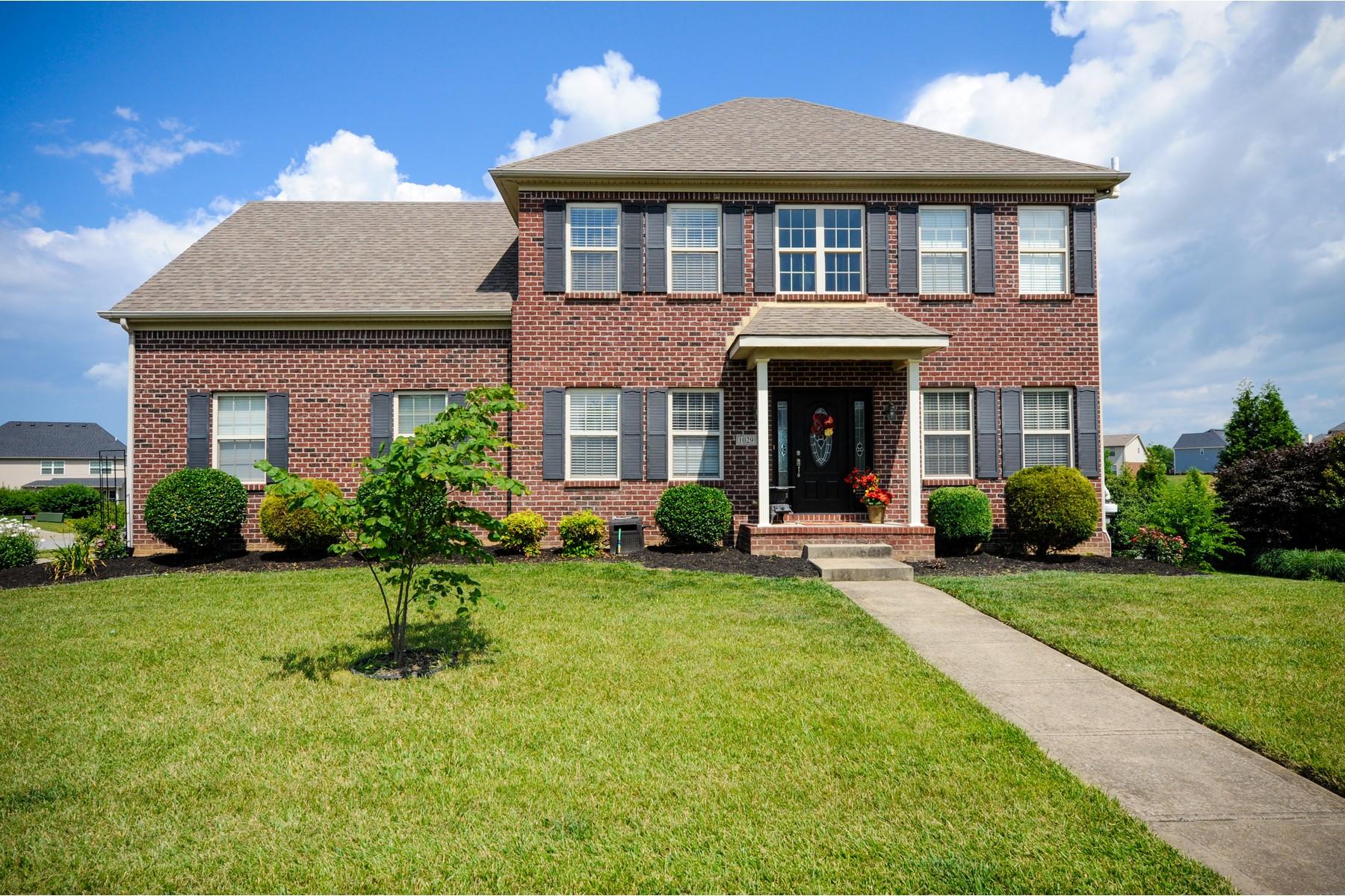 Casa Unifamiliar por un Venta en 1029 Cedar Ridge 1029 Cedar Ridge Ln Versailles, Kentucky, 40383 Estados Unidos