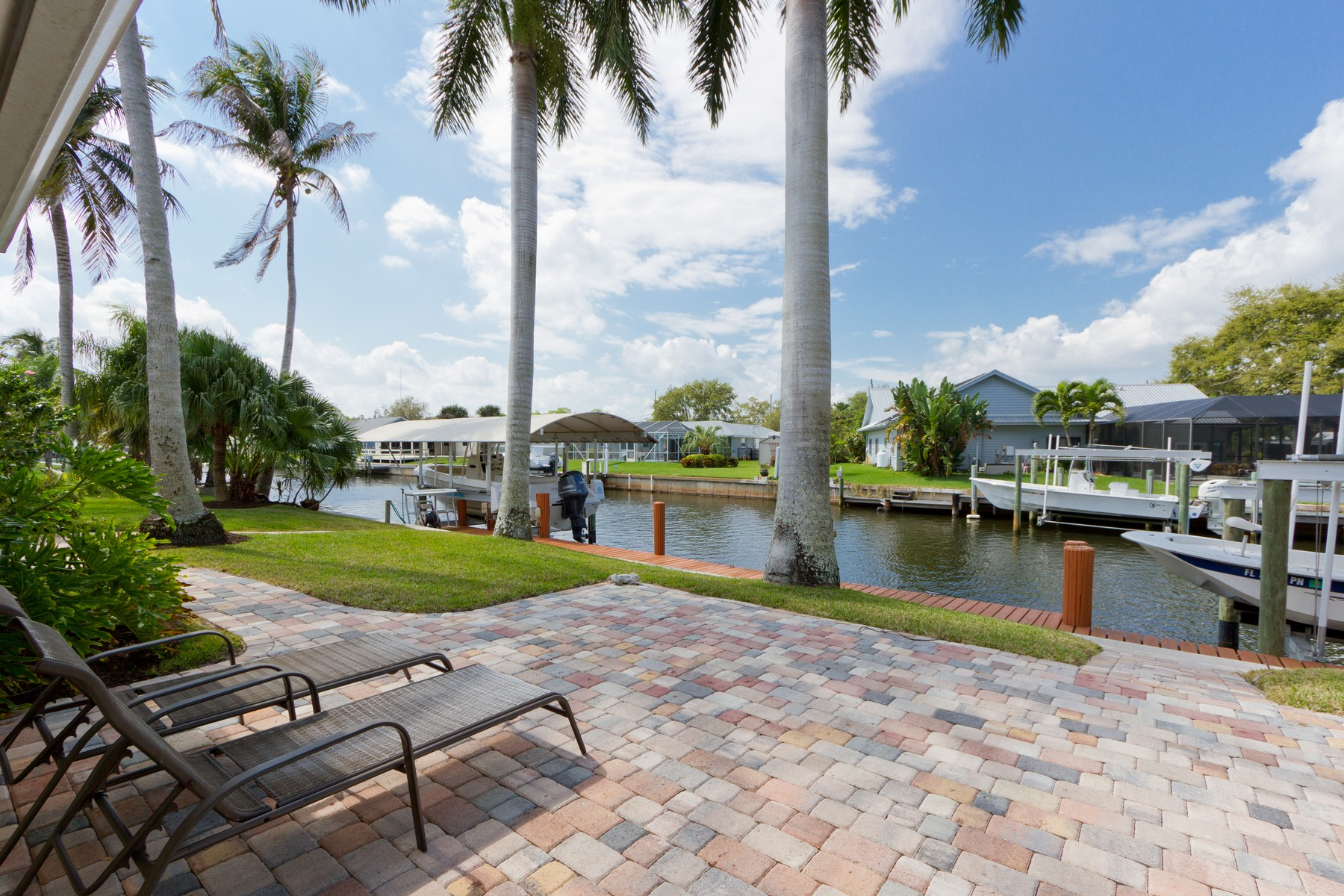 Additional photo for property listing at Completely Renovated Canalfront Home with Quick Access to Intracoastal! 2203 Sixth Avenue SE Vero Beach, Florida 32962 United States