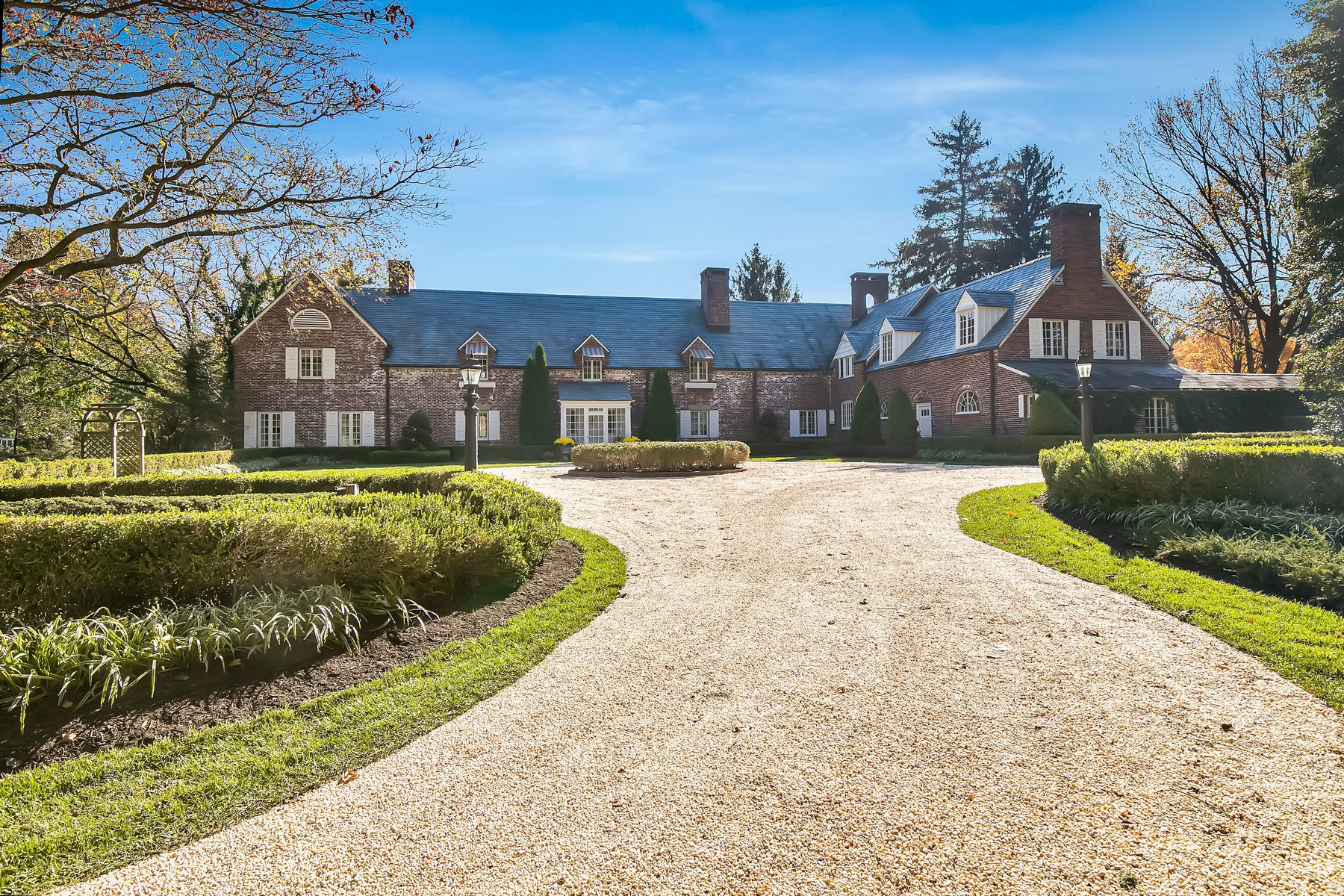 Single Family Homes pour l Vente à Architectural Masterpiece in Sought-After Location 7 Somerset Drive, Rumson, New Jersey 07760 États-Unis