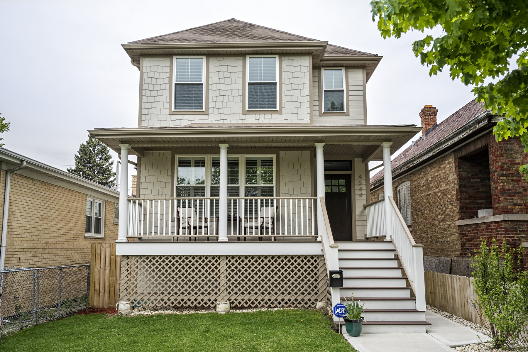 Vivienda unifamiliar por un Venta en Portage Park Single Family Home 4544 N Mobile Avenue Chicago, Illinois, 60630 Estados Unidos