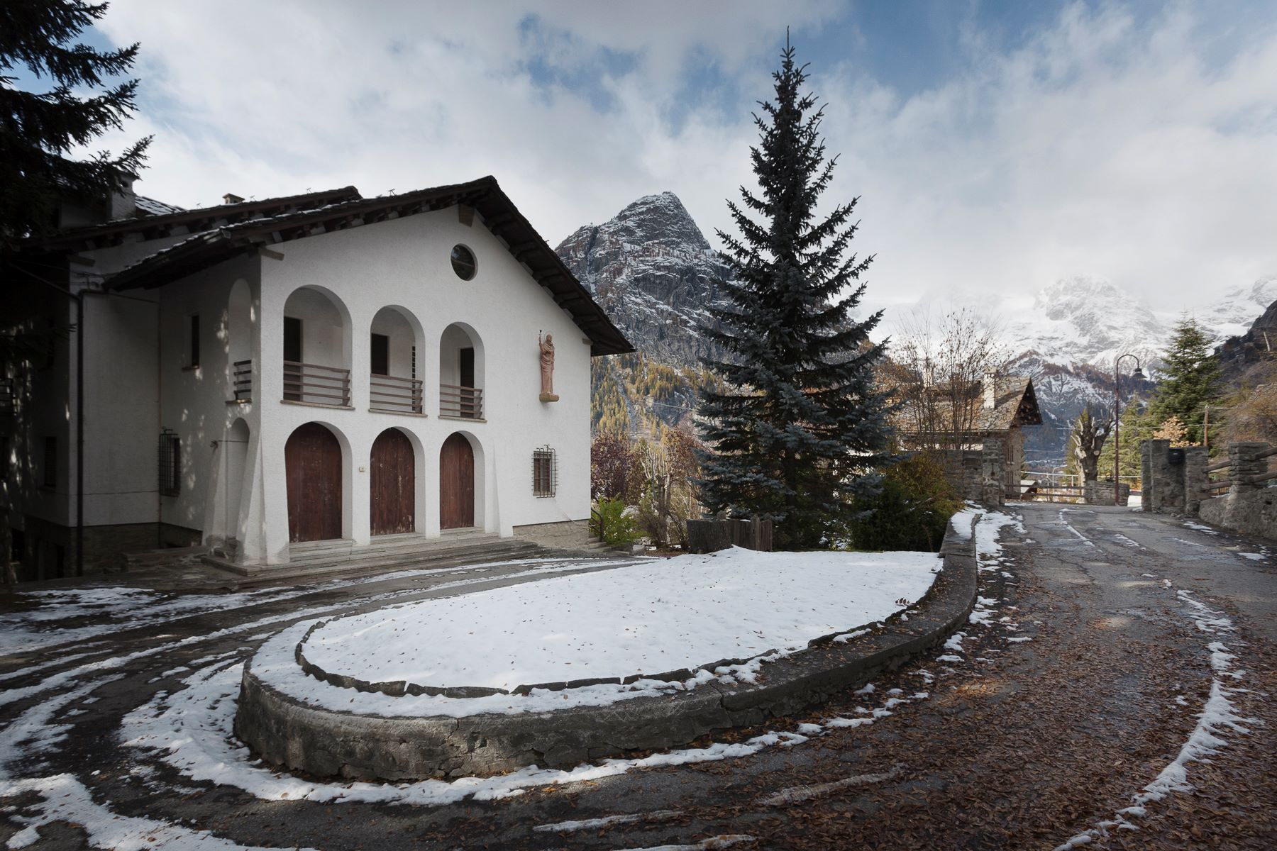 Single Family Home for Sale at Villa and guest house in Courmayeur Via Donzelli Courmayeur, Aosta 11013 Italy