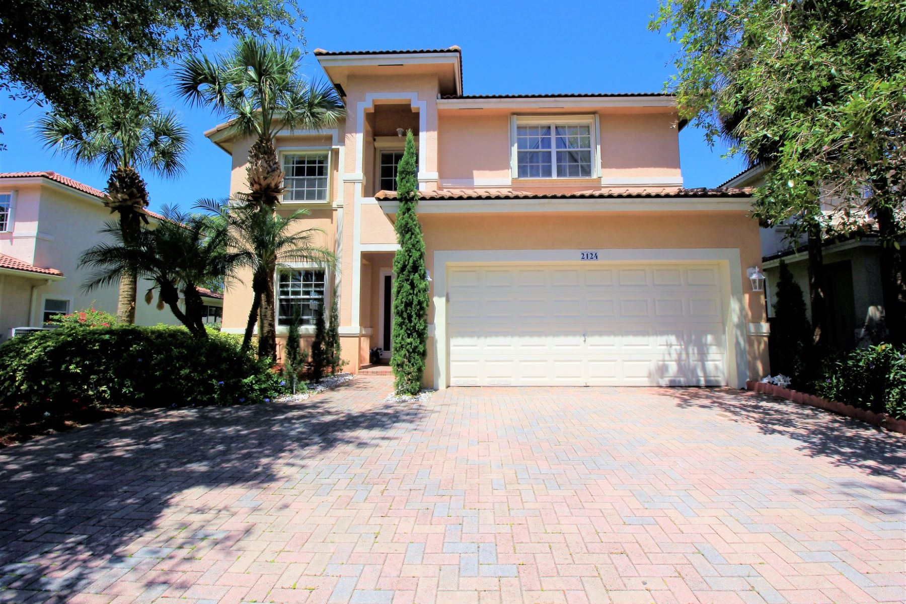Single Family Home for Sale at 2124 NW 74 Ave. Pembroke Pines, Florida, 33024 United States