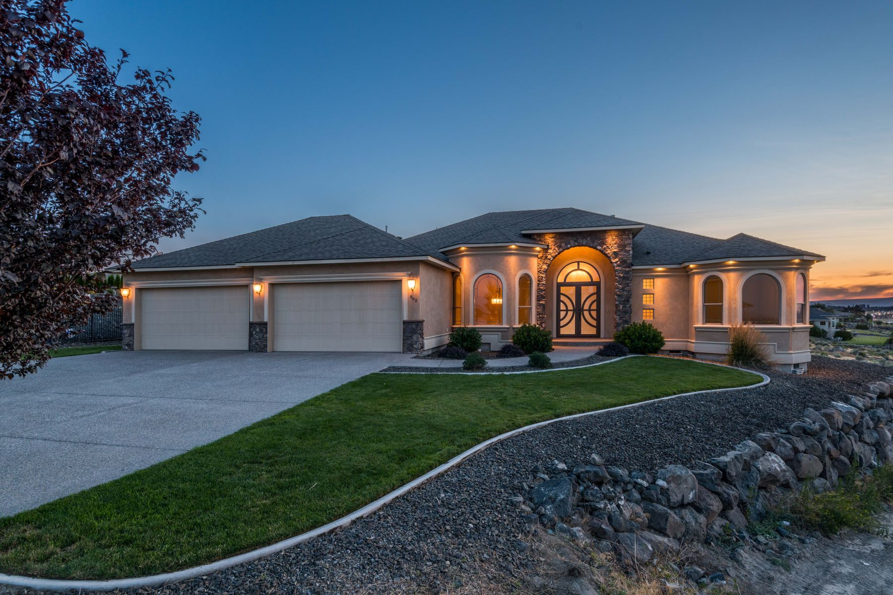 Single Family Homes for Sale at Mediterranean Beauty 962 Allenwhite Drive Richland, Washington 99352 United States