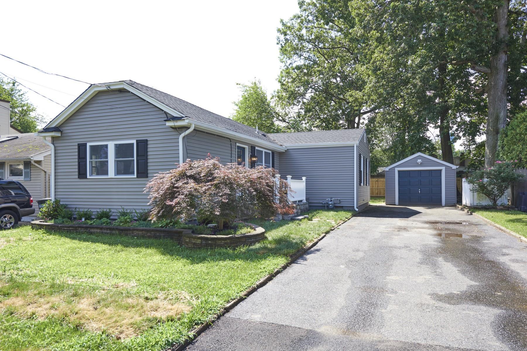 Single Family Homes pour l Vente à An Exceptional Home 825 Brookside Ave., Keyport, New Jersey 07735 États-Unis