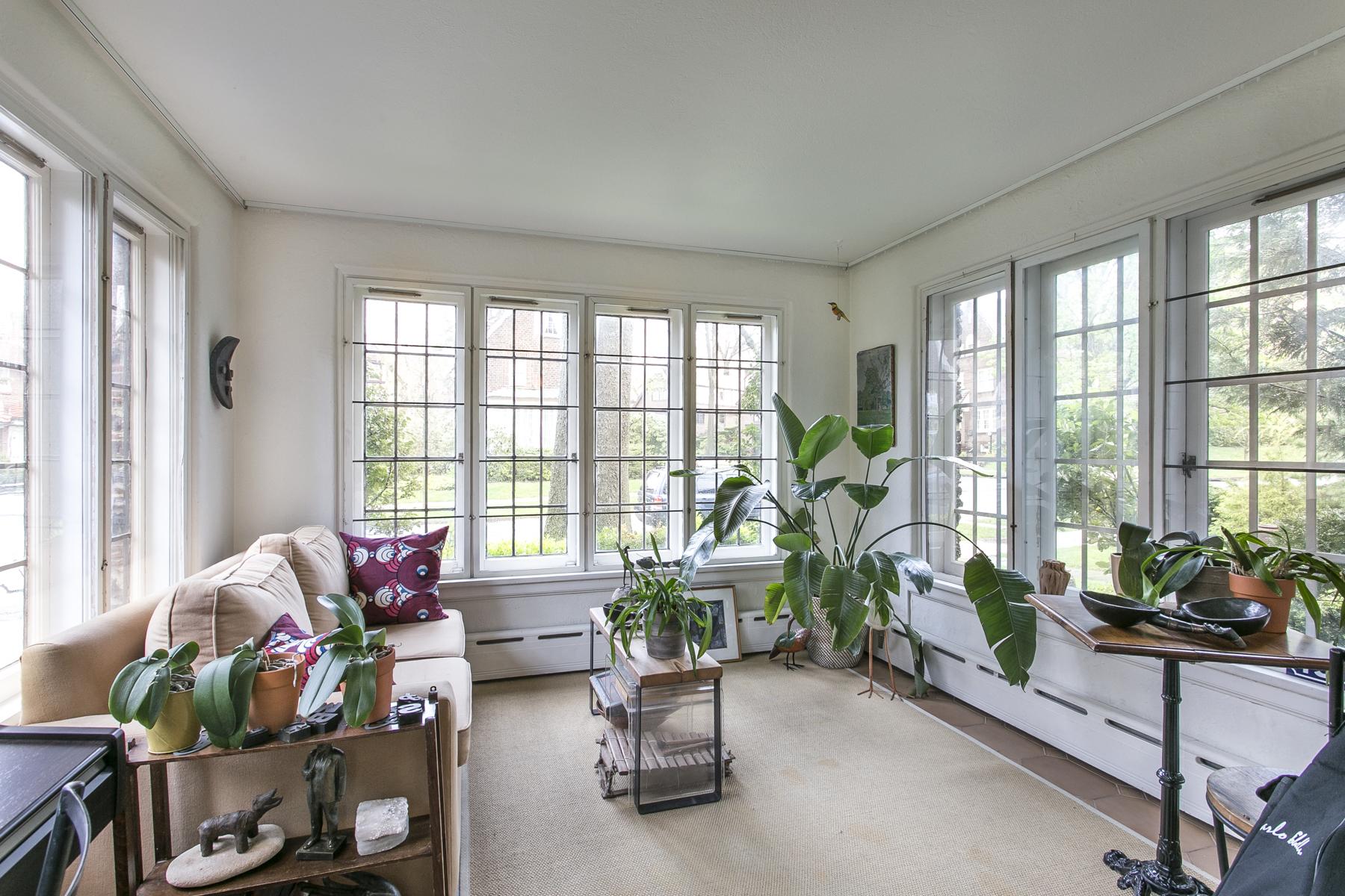 "Additional photo for property listing at ""FOREST HILLS GARDENS CLASSIC TUDOR""  Forest Hills, 紐約州 11375 美國"