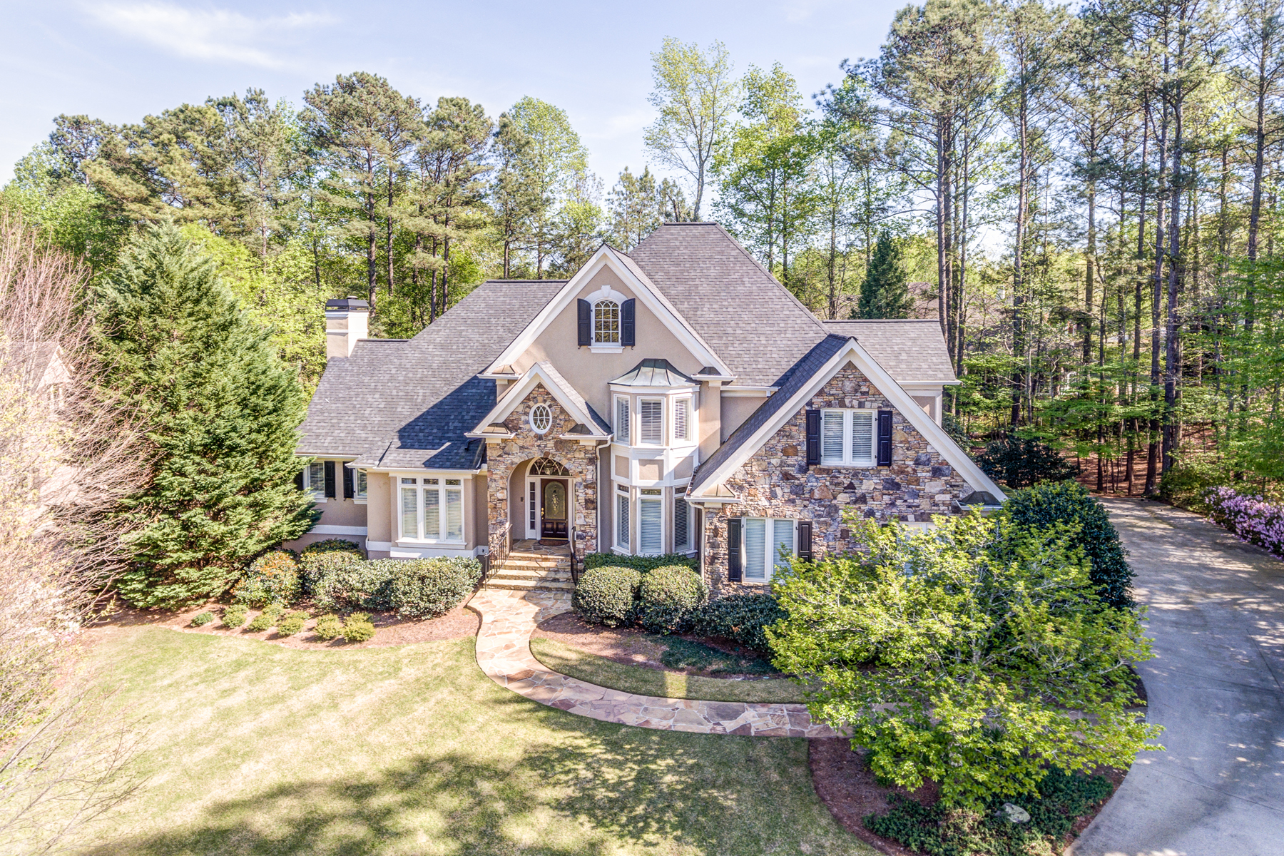 Maison unifamiliale pour l Vente à Beautiful Custom Home - Outstanding Country Club Setting 2241 Merion Way NW Kennesaw, Georgia, 30152 États-Unis