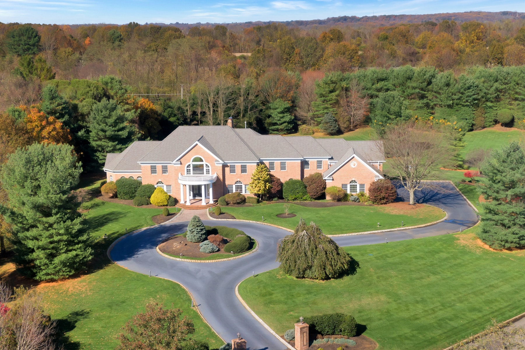 Single Family Homes pour l Vente à Expansive Colts Neck Estate 2 Bellaire Court, Colts Neck, New Jersey 07722 États-Unis