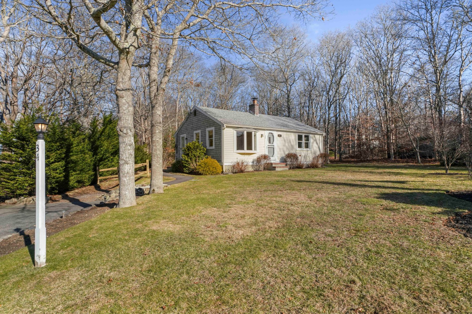 Single Family Homes por un Venta en 34 Deer Hollow Road, Sandwich 34 Deer Hollow Sandwich, Massachusetts 02644 Estados Unidos