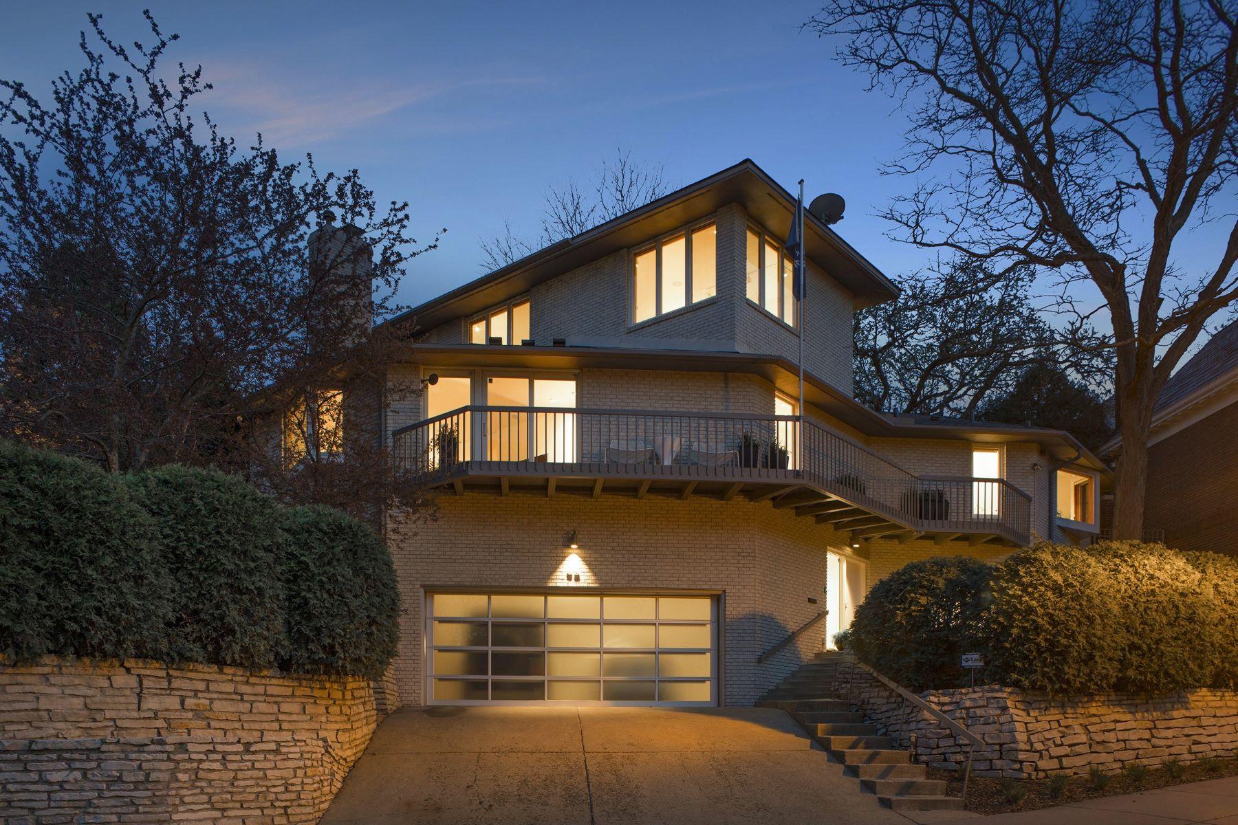 独户住宅 为 销售 在 93 Groveland Terrace 明尼阿波利斯市, 明尼苏达州, 55403 美国