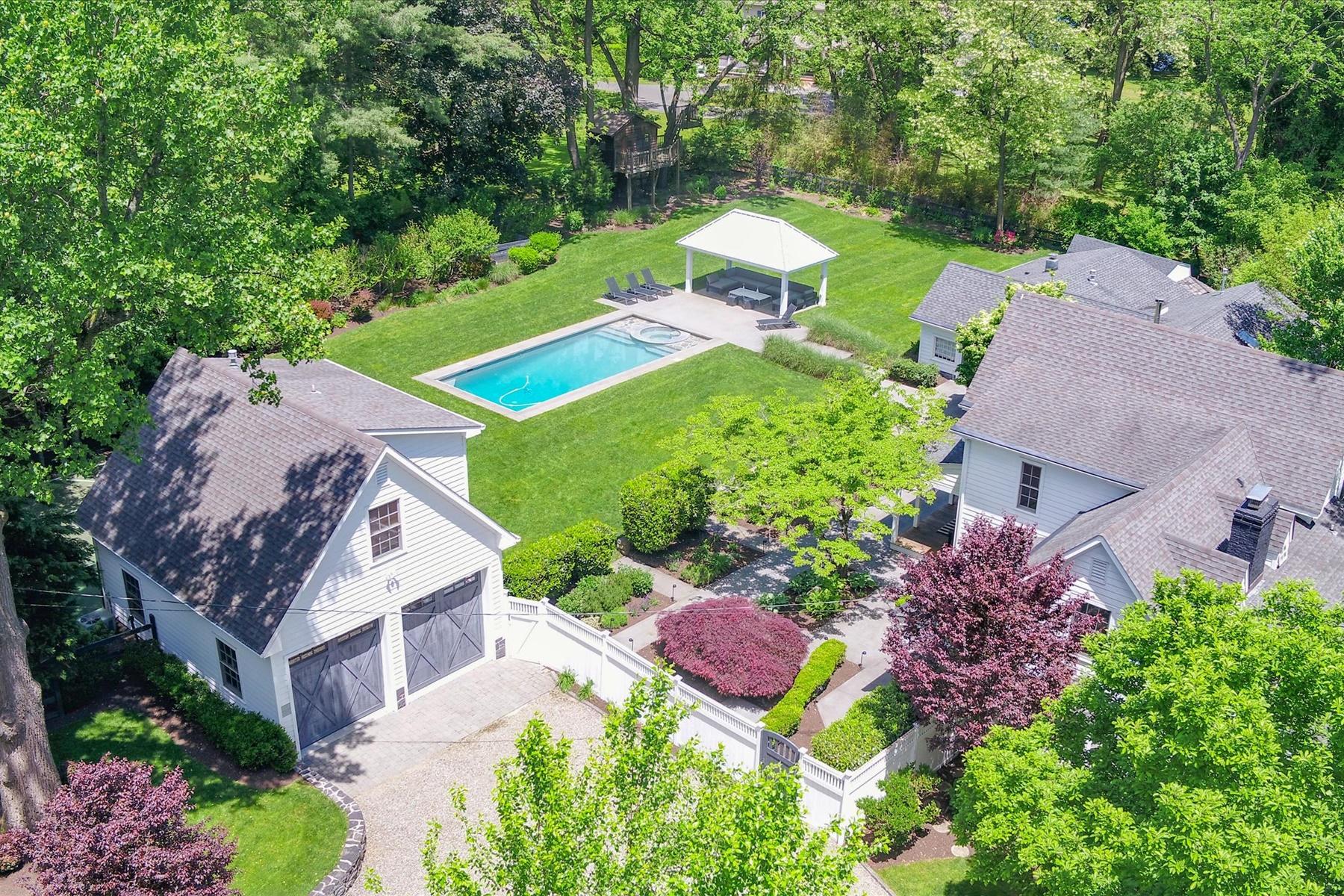 Single Family Homes pour l Vente à The Apple House 170 Richdale Road, Colts Neck, New Jersey 07722 États-Unis