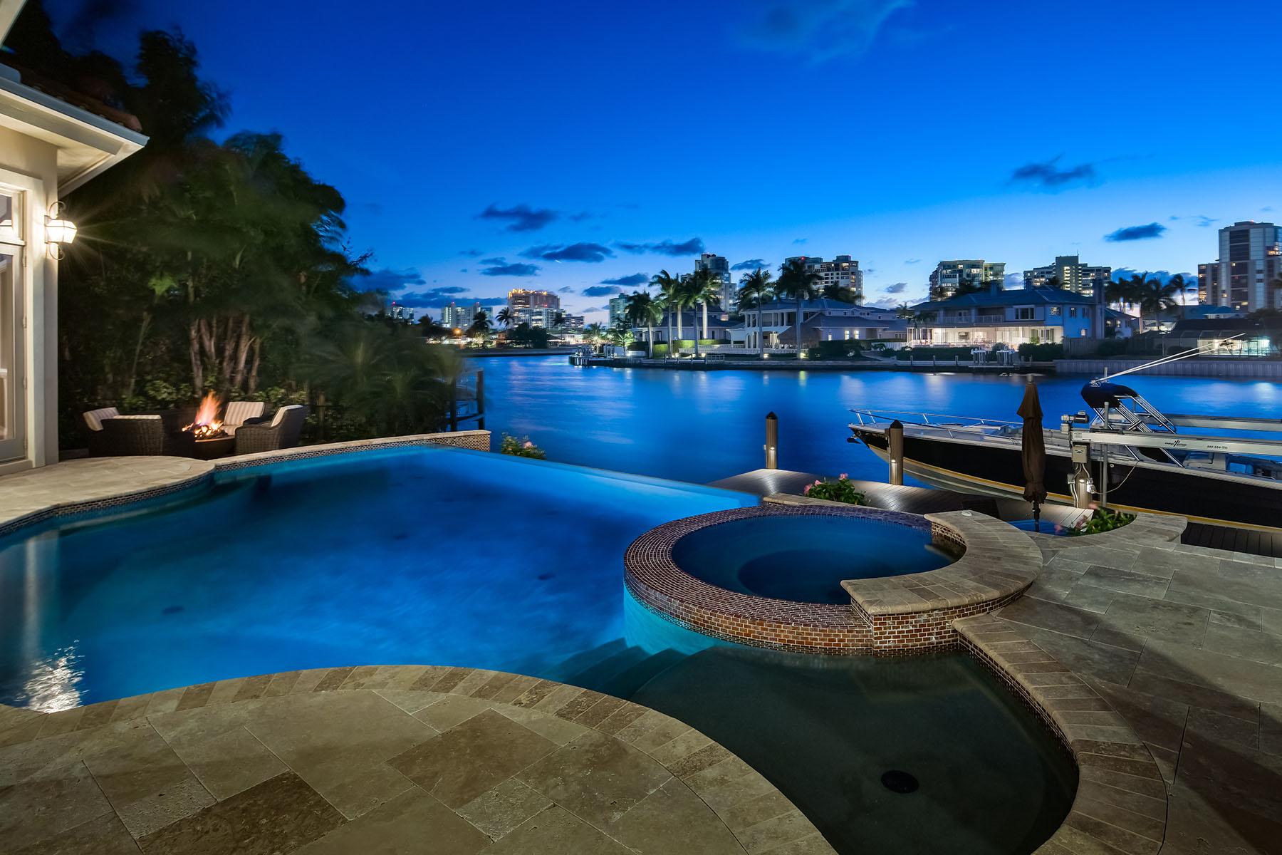 Single Family Homes por un Venta en PARK SHORE 4221 Crayton Road Nápoles, Florida 34103 Estados Unidos