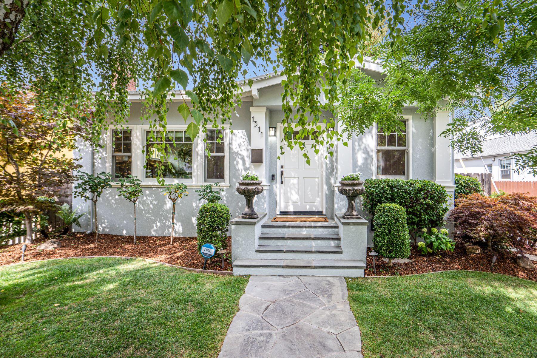 Single Family Homes 为 销售 在 Hayward Park Architectural Gem 1311 Palm Avenue 圣马特奥市, 加利福尼亚州 94402 美国