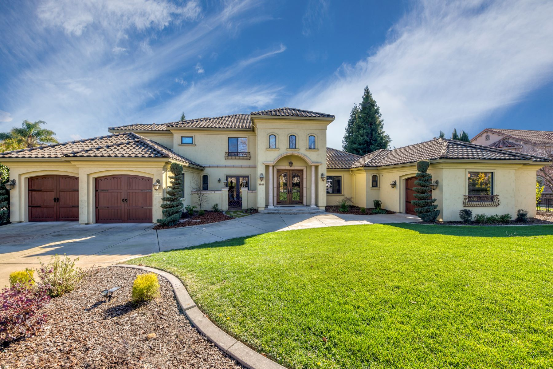 Single Family Home for Active at 3848 Saint Julien Way, Roseville, CA 95747 3848 Saint Julien Way Roseville, California 95747 United States