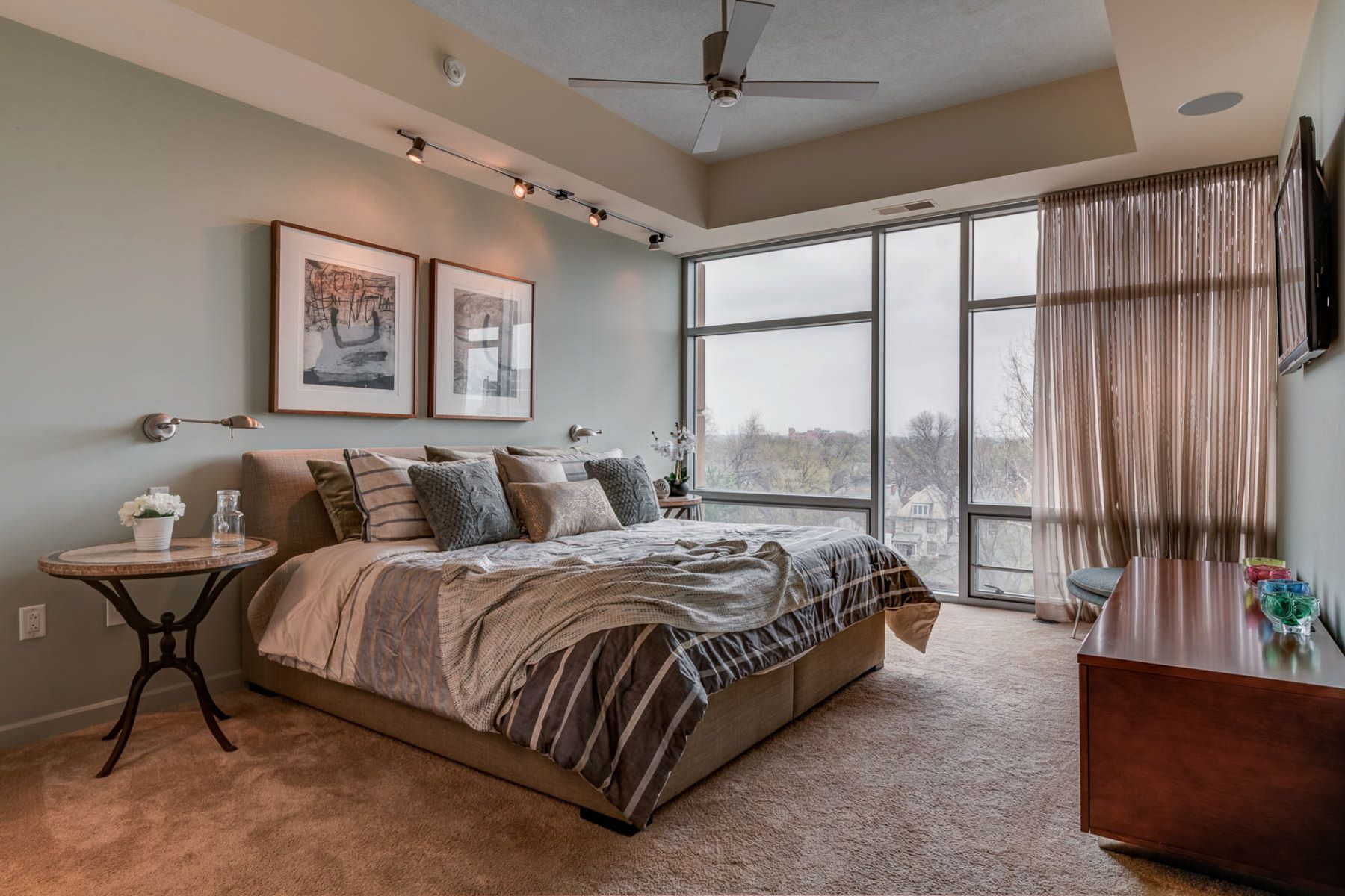 Additional photo for property listing at Lindell Blvd 4545 Lindell Blvd # 23 St. Louis, Missouri 63108 United States