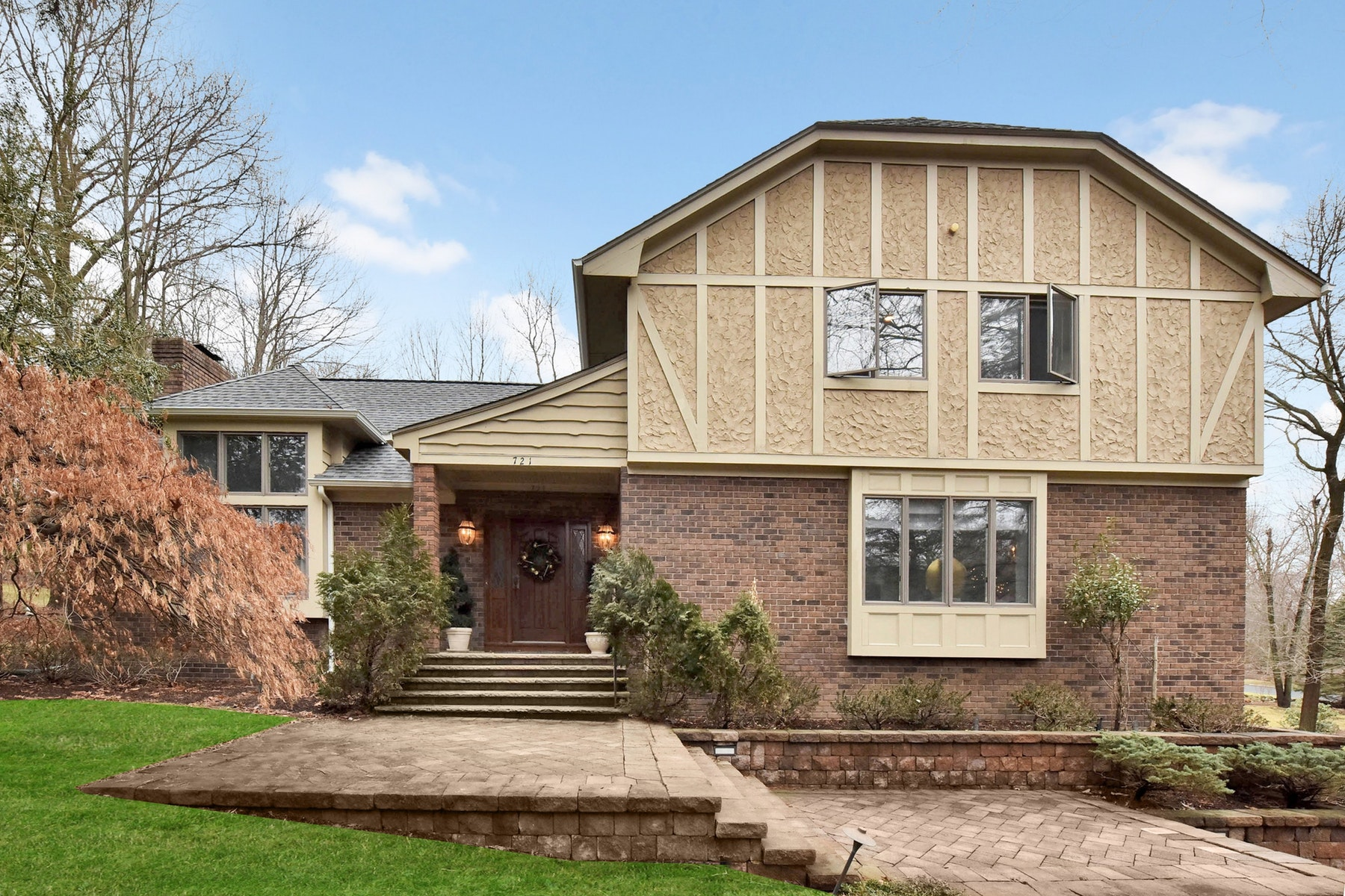 Single Family Home for Sale at Lovely Centerhall Colonial 721 Smoke Hollow Trail, Franklin Lakes, New Jersey, 07417 United States