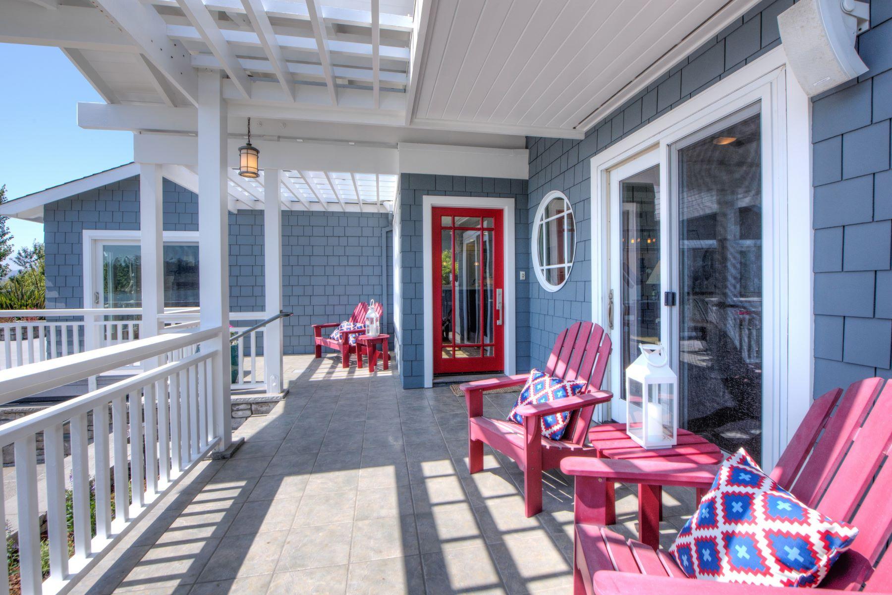Maison unifamiliale pour l Vente à Remodeled Tiburon Home with Water Views! 741 Tiburon Blvd Tiburon, Californie, 94920 États-Unis