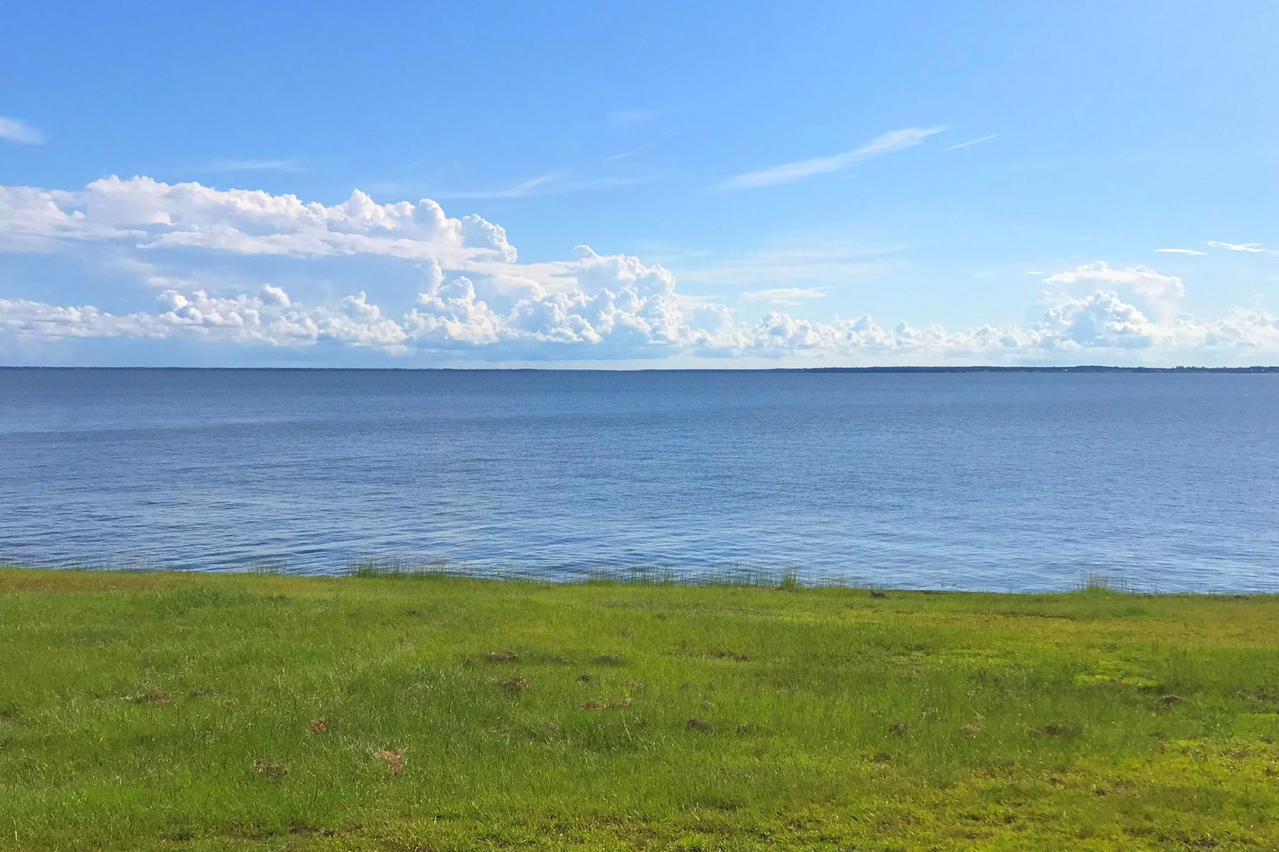 Terreno por un Venta en EDENTON BAY PLANTATION WATERFRONT LOT 10 370 Bay Pt Drive Edenton, Carolina Del Norte 27932 Estados Unidos