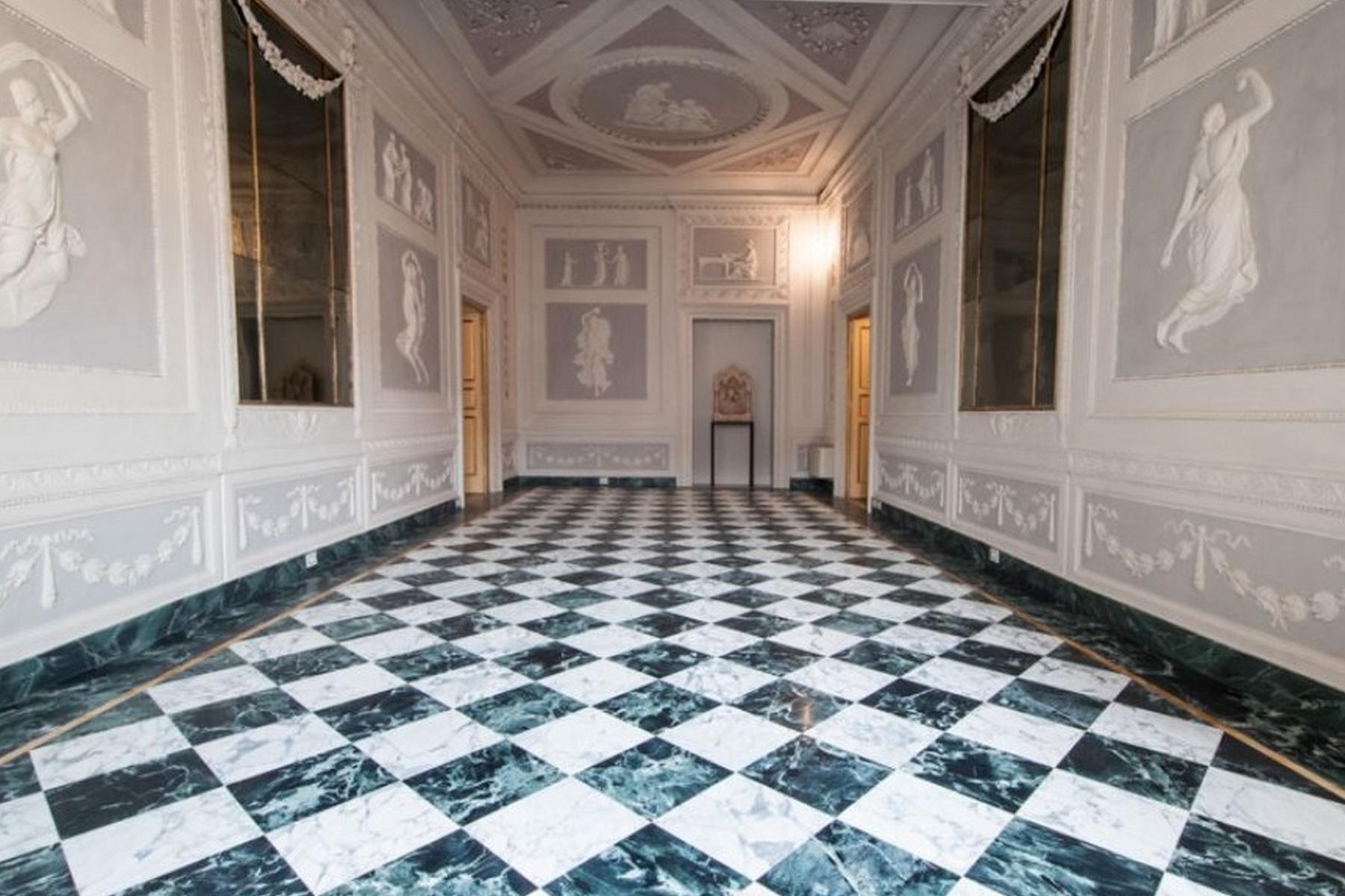 Appartamento per Affitto alle ore Appartamento riccamente affrescato nel centro di Lucca Via Santa Croce Lucca, Lucca 55100 Italia