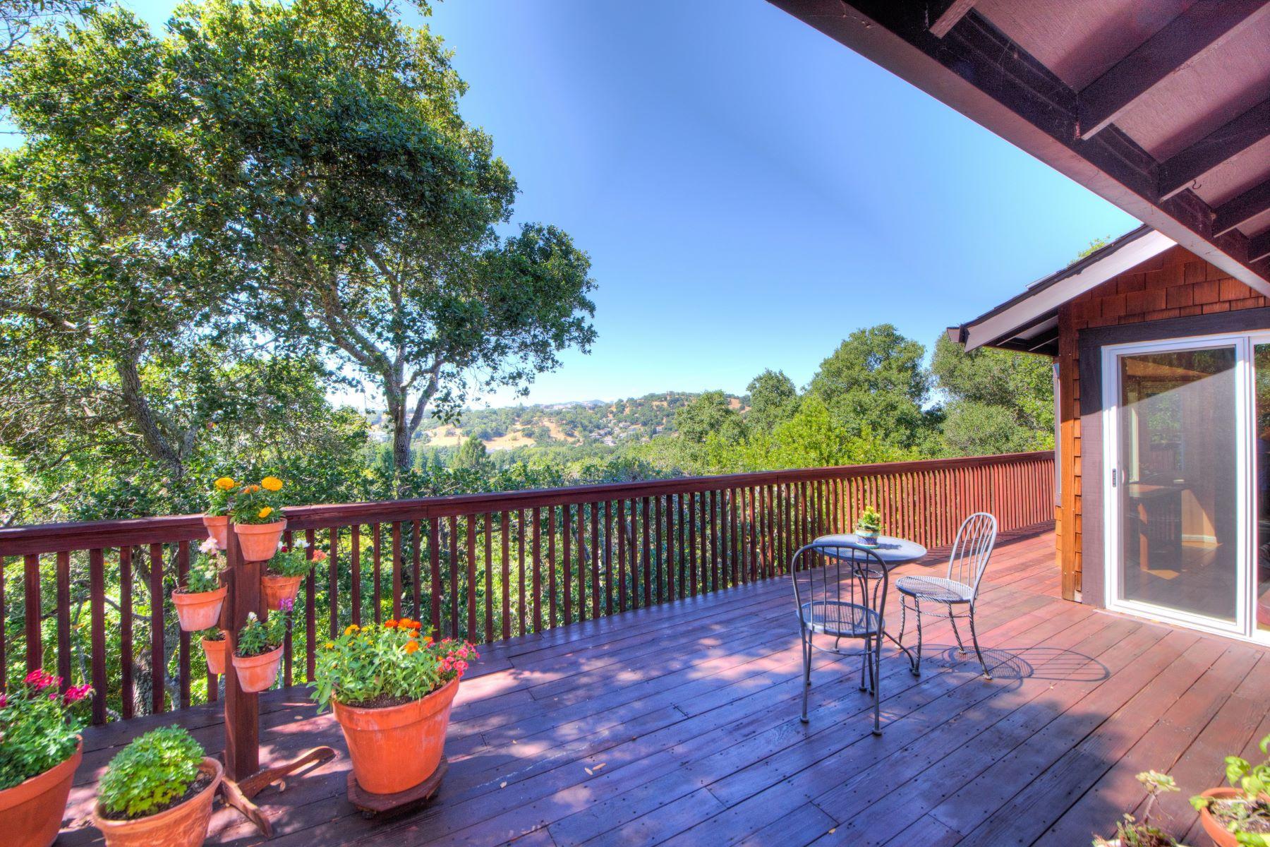 獨棟家庭住宅 為 出售 在 Wonderful View Home in Marin Country Club 125 Pebble Beach Drive Novato, 加利福尼亞州 94949 美國