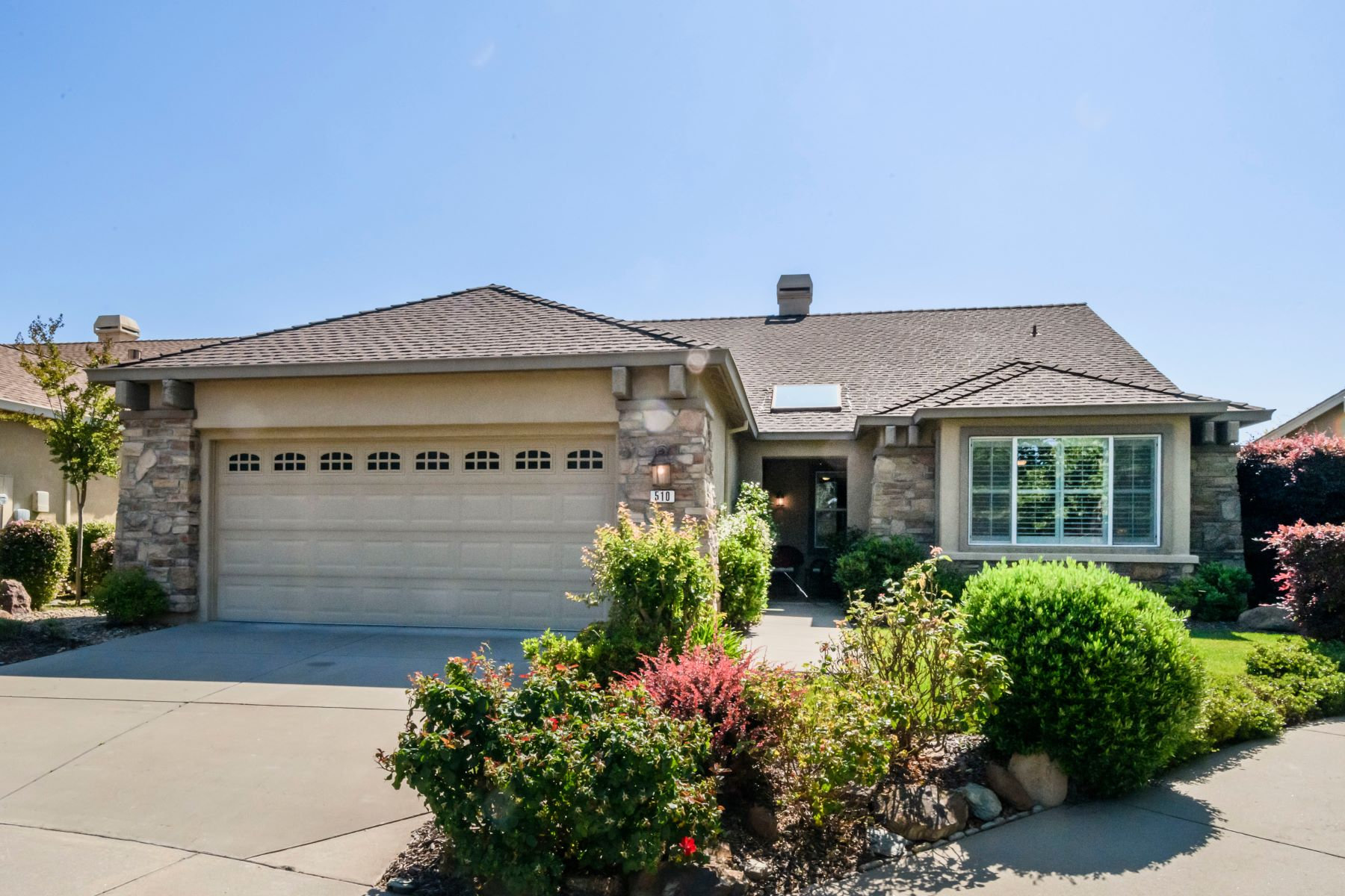 Single Family Homes para Venda às Tasteful Home in the Sierra Foothills 510 Mitchell Lake Court, Copperopolis, Califórnia 95228 Estados Unidos